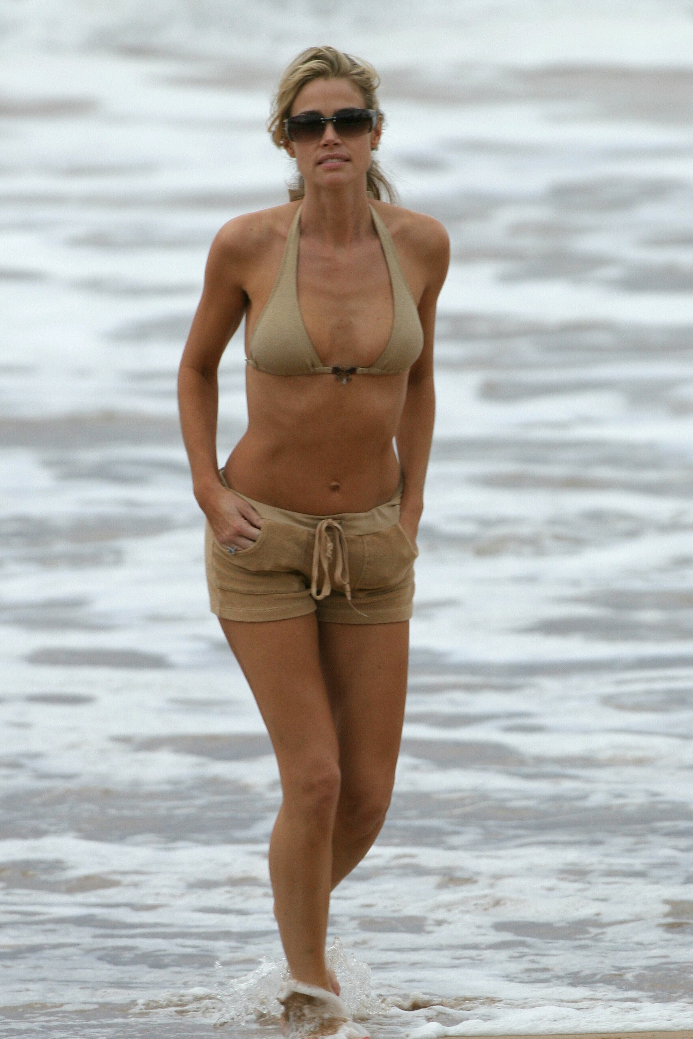 63536_MaD_HQCB.net_Denise_Richards_bikini_03_122_263lo.jpg