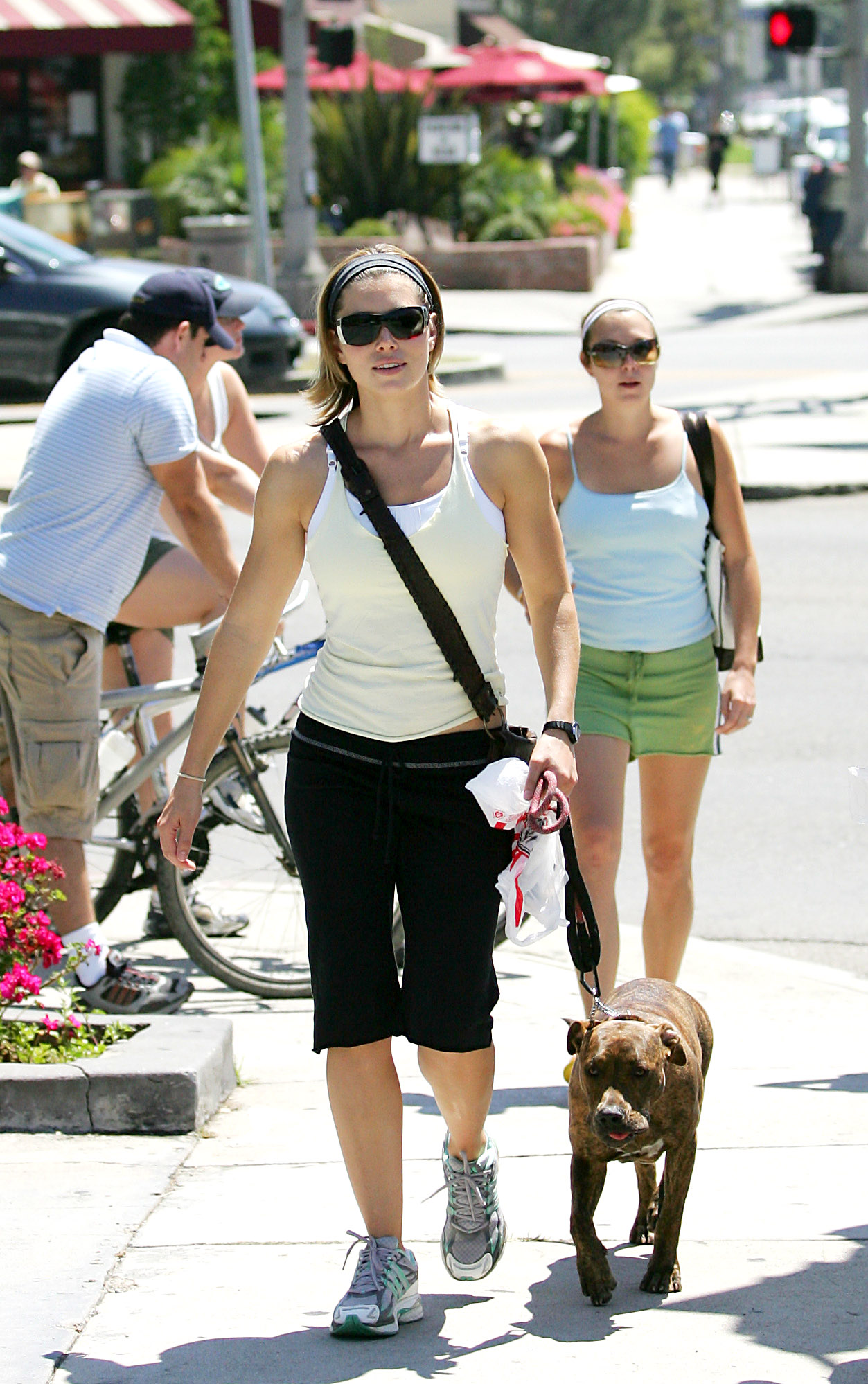 85001_Jessica_Biel_and_a_friend_walk_their_dogs_together_in_Los_Angeles_03_122_488lo.jpg