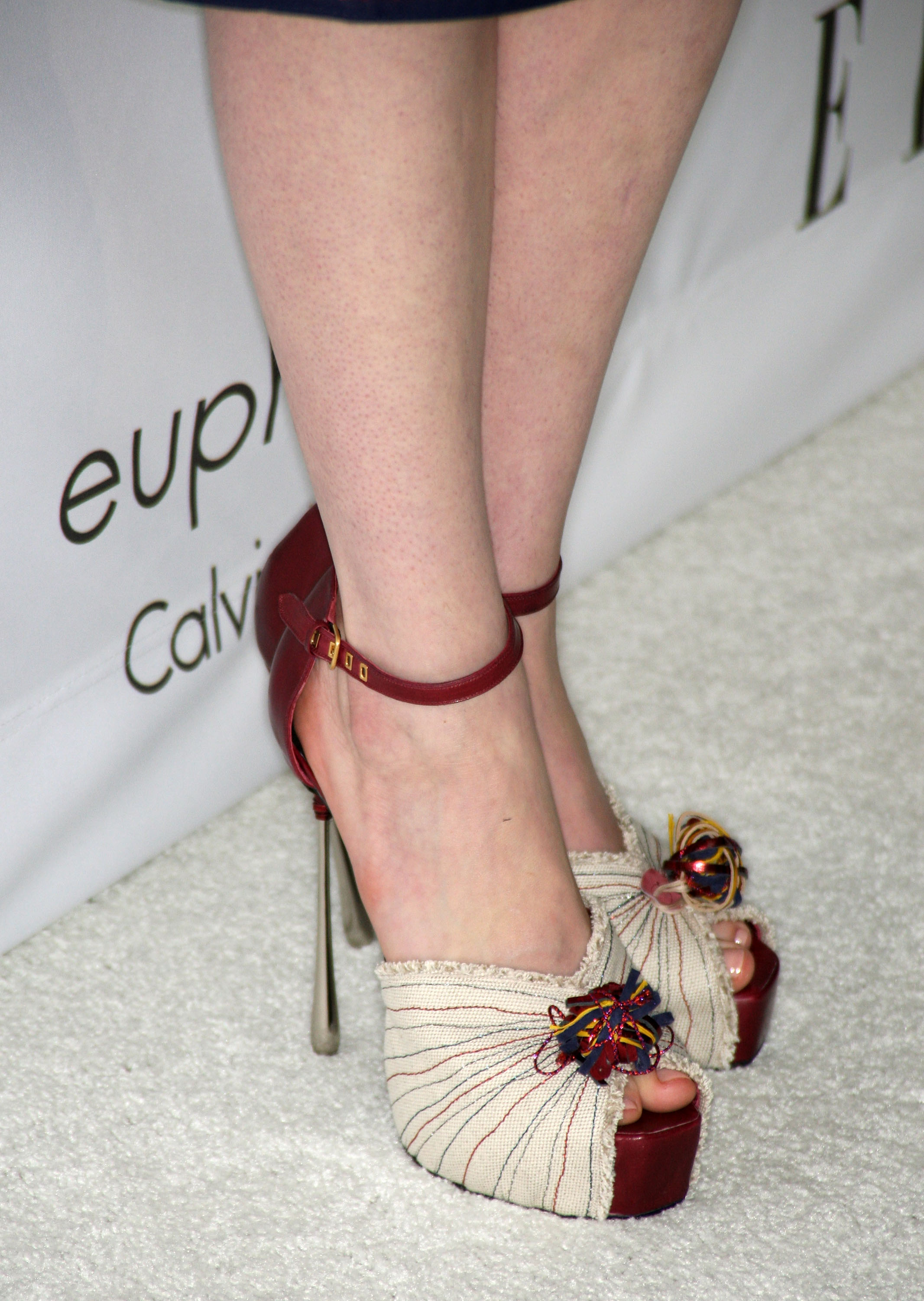67692_Anne_Hathaway_2008-10-06_-_15th_annual_Women_In_Hollywood_Tribute_058_122_1084lo.jpg