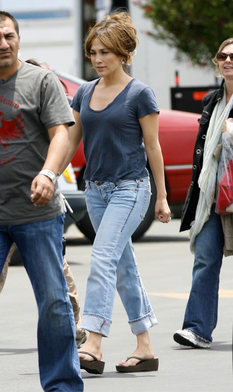 34795_Preppie_-_Jennifer_Lopez_on_The_Back-Up_Plan_set_in_Pasadena_-_June_15_2009_8101_122_590lo.jpg
