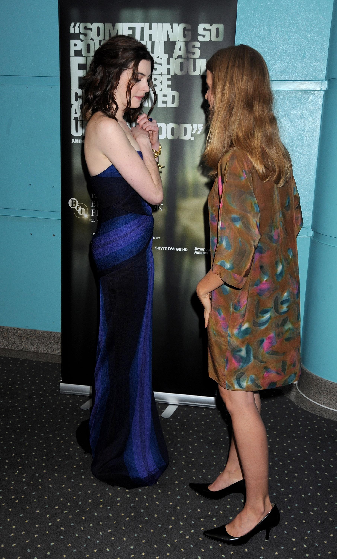 36617_Anne_Hathaway-Rachel_Getting_Married_premiere-026_122_755lo.jpg