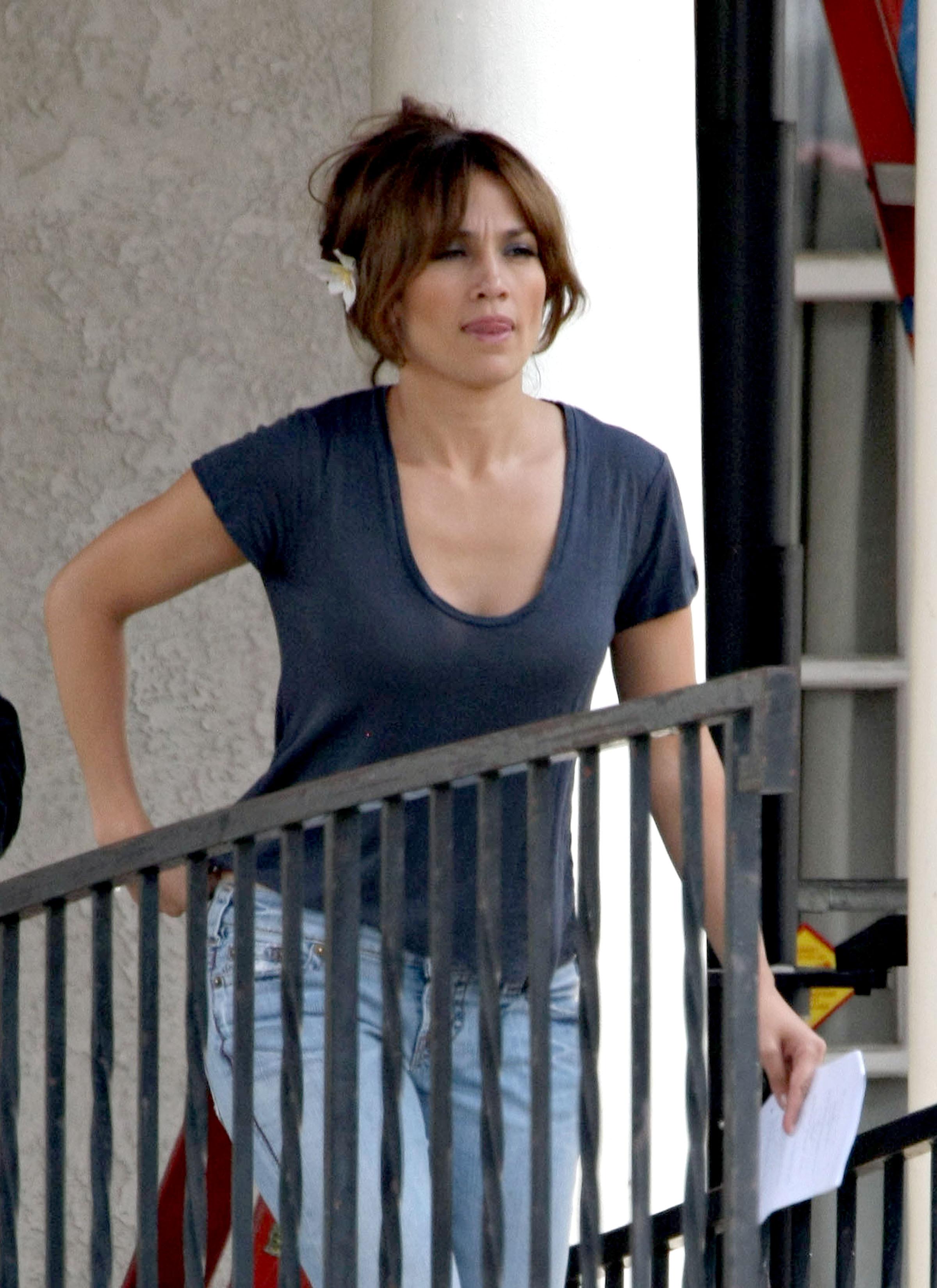35921_Preppie_-_Jennifer_Lopez_on_The_Backup_Plan_set_in_Los_Angeles_-_June_15_2009_024_122_48lo.jpg
