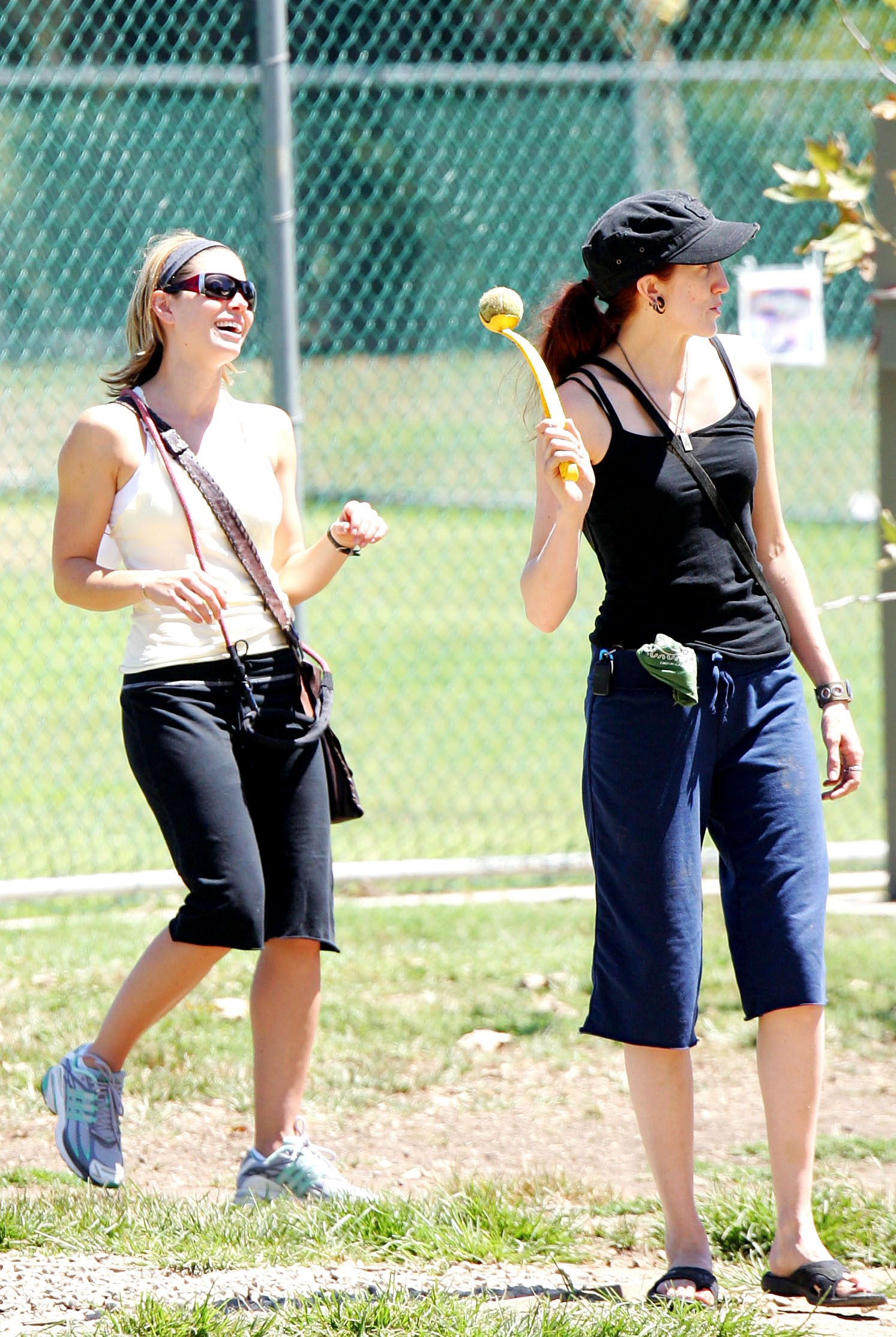 85363_Jessica_Biel_and_a_friend_walk_their_dogs_together_in_Los_Angeles_23_122_352lo.jpg