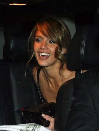 51245_19.09.2007_-_Jessica_verlaesst_After-Party_der_Good_Luck_Chuck_Premiere_007_122_421lo.jpg
