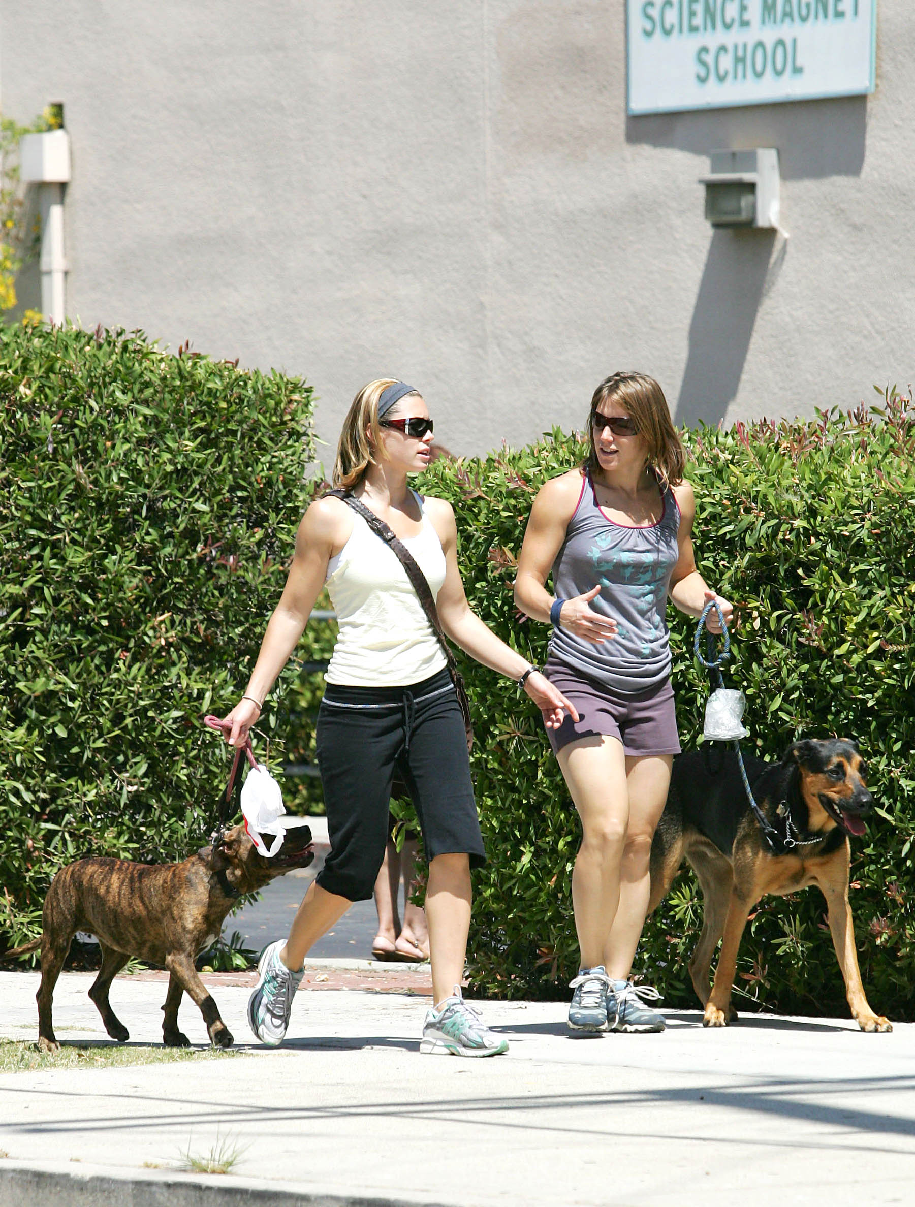 85058_Jessica_Biel_and_a_friend_walk_their_dogs_together_in_Los_Angeles_04_122_500lo.jpg