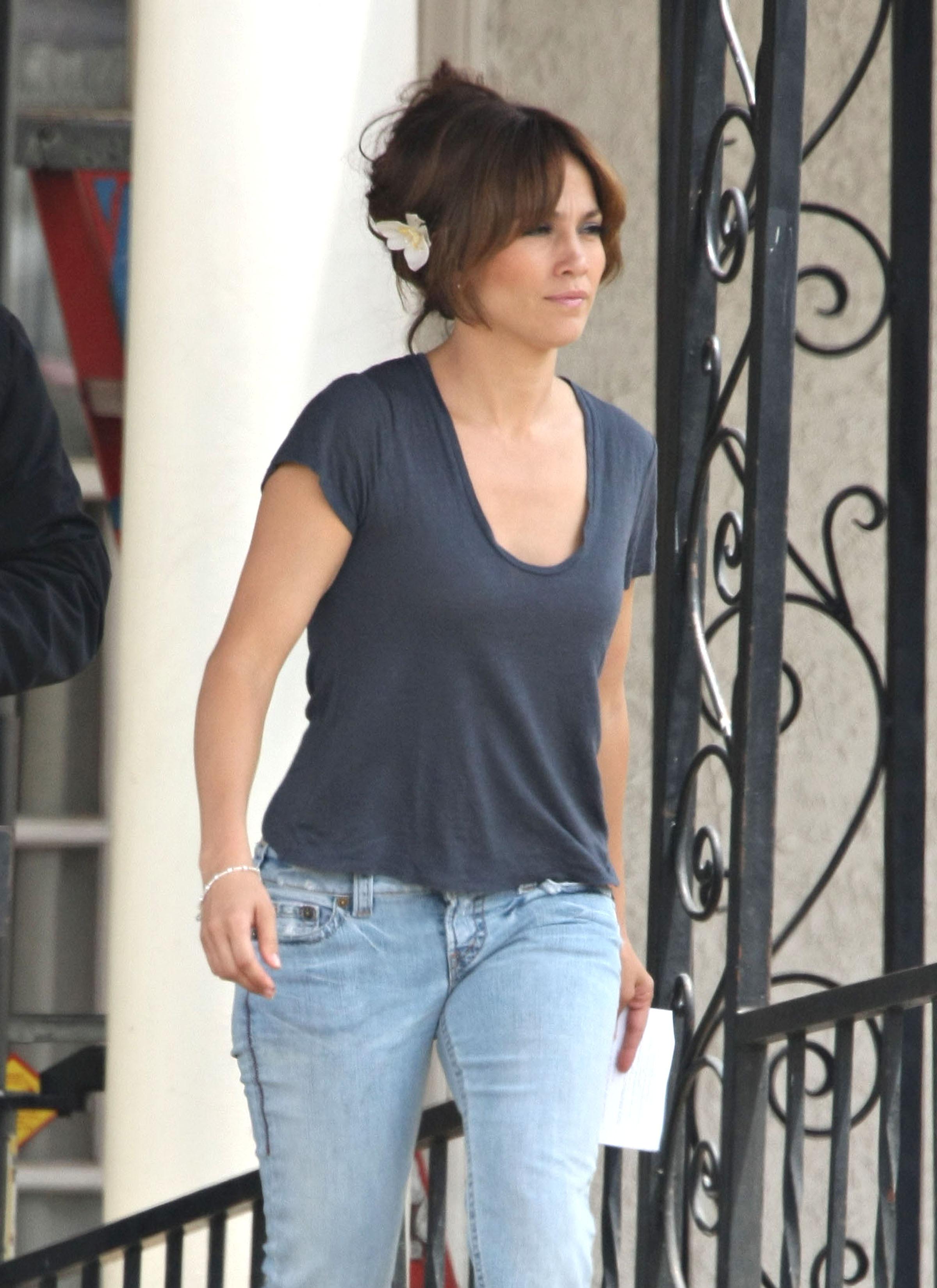 35569_Preppie_-_Jennifer_Lopez_on_The_Backup_Plan_set_in_Los_Angeles_-_June_15_2009_254_122_144lo.jpg