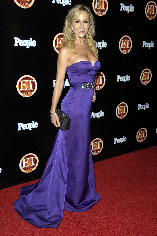 99678_Celebutopia-Julie_Benz-Entertainment_Tonight_Emmy_party-01_122_1122lo.jpg