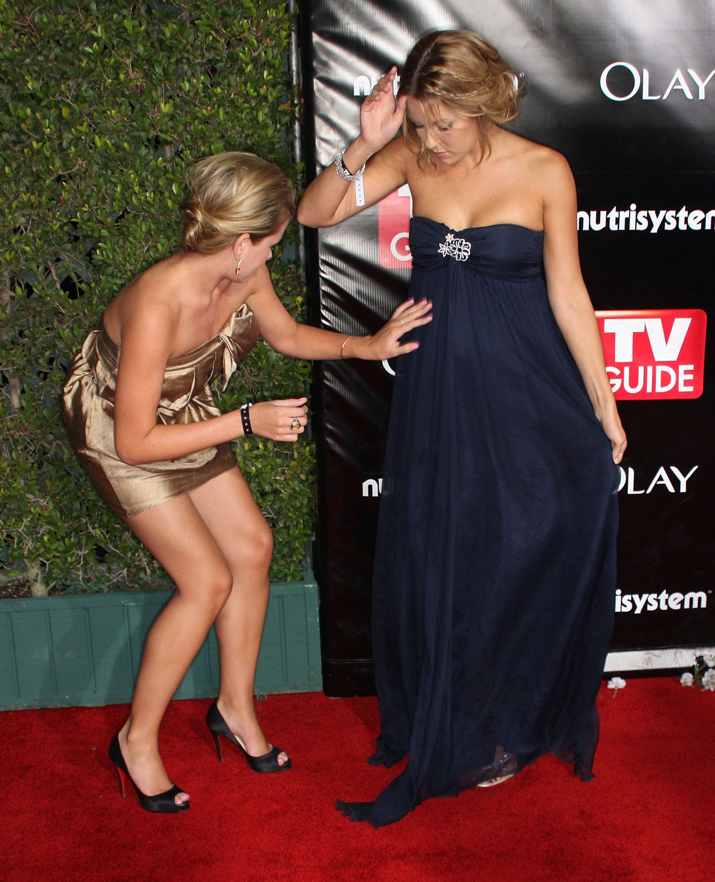 99025_Celebutopia-Lo_Bosworth_and_Lauren_Conrad-TV_Guide85s_Sixth_Annual_Emmy_Awards_After_Party-02_122_724lo.jpg