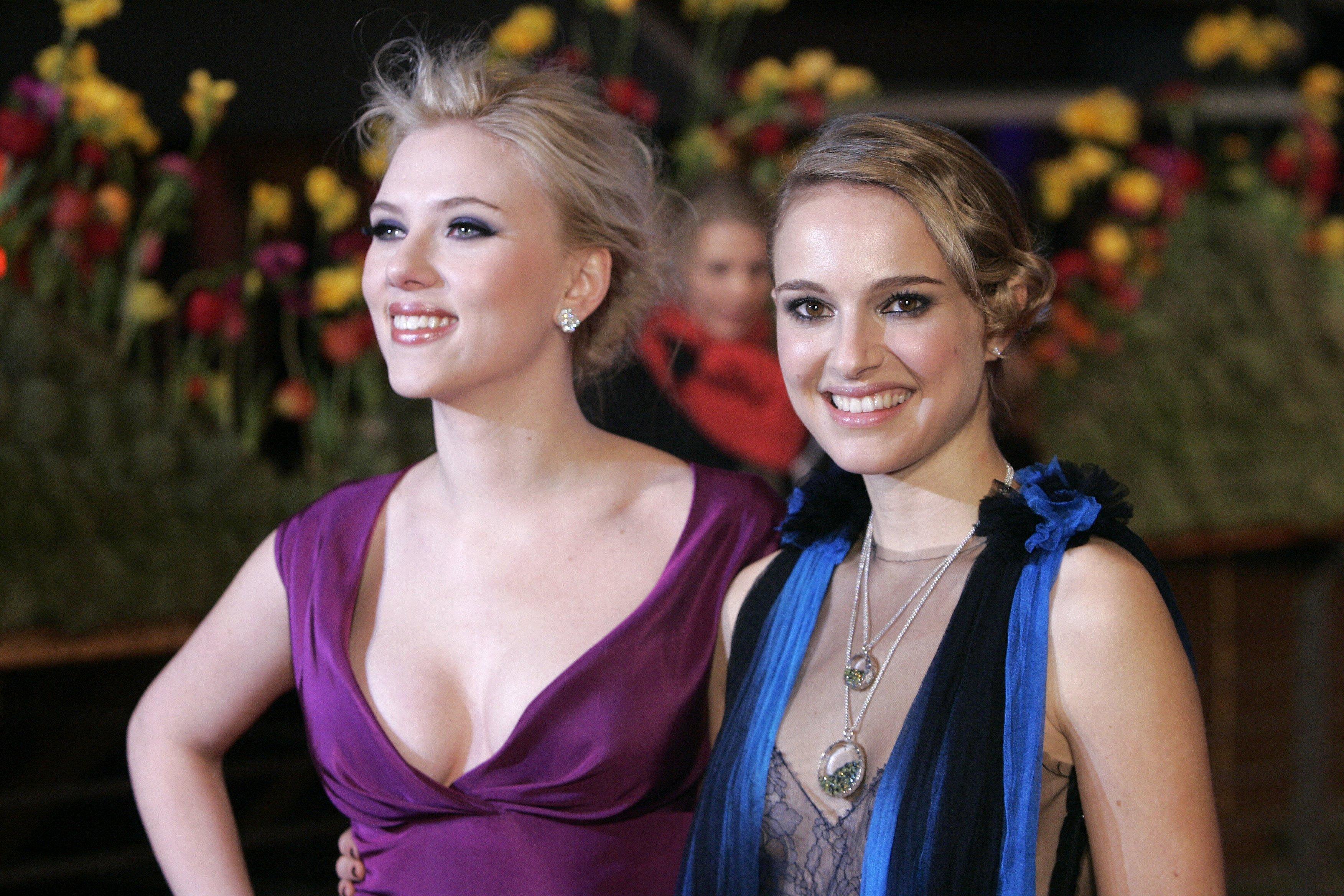 16752_Scarlett_Johansson_Natalie_Portman-The_Other_Boleyn_Girl_Premiere_750_122_1179lo.jpg