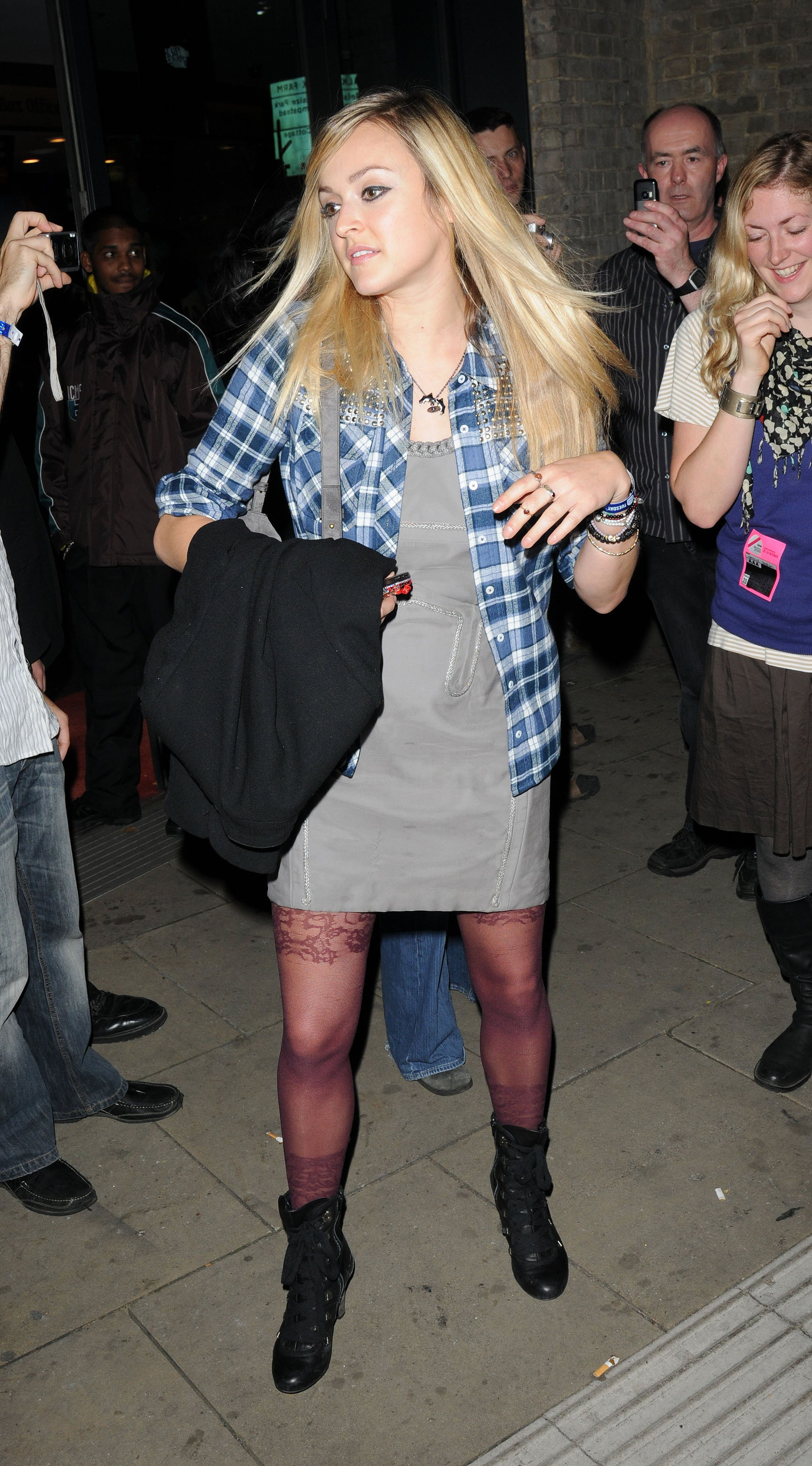06359_Fearne_Cotton_Arrives_for_Robbie_Williams_gig_as_part_of_BBC_Electric_Proms_Festival_06_122_249lo.jpg