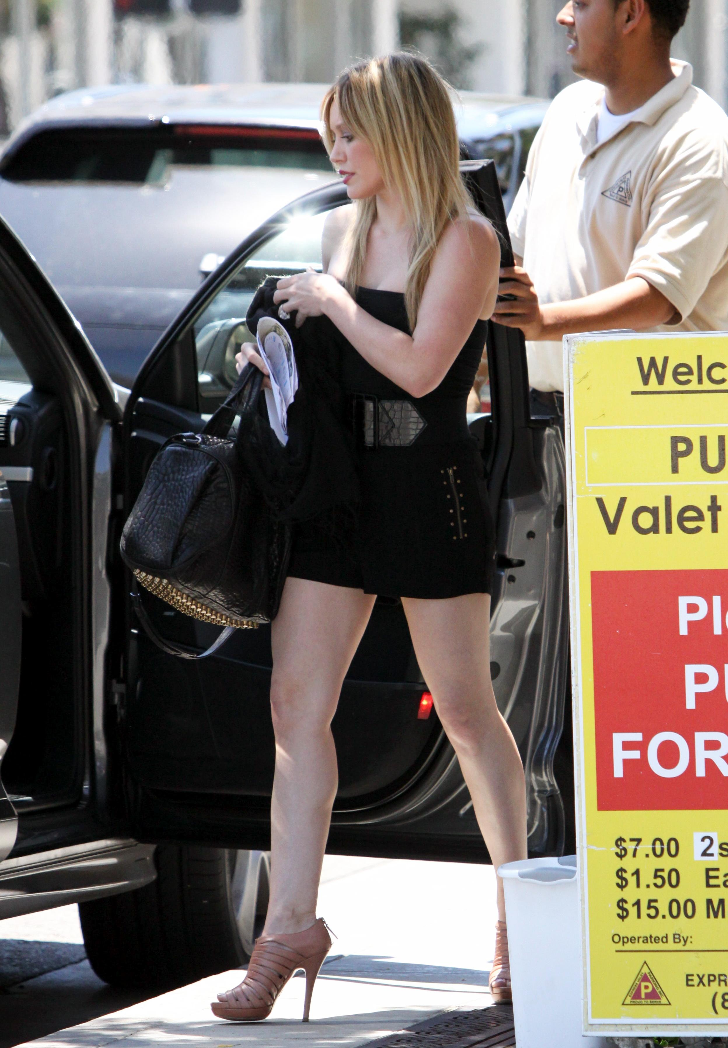 51092_Hilary_Duff_at_XIV_Karats_Ltd_in_Beverly_Hills_11_122_376lo.JPG