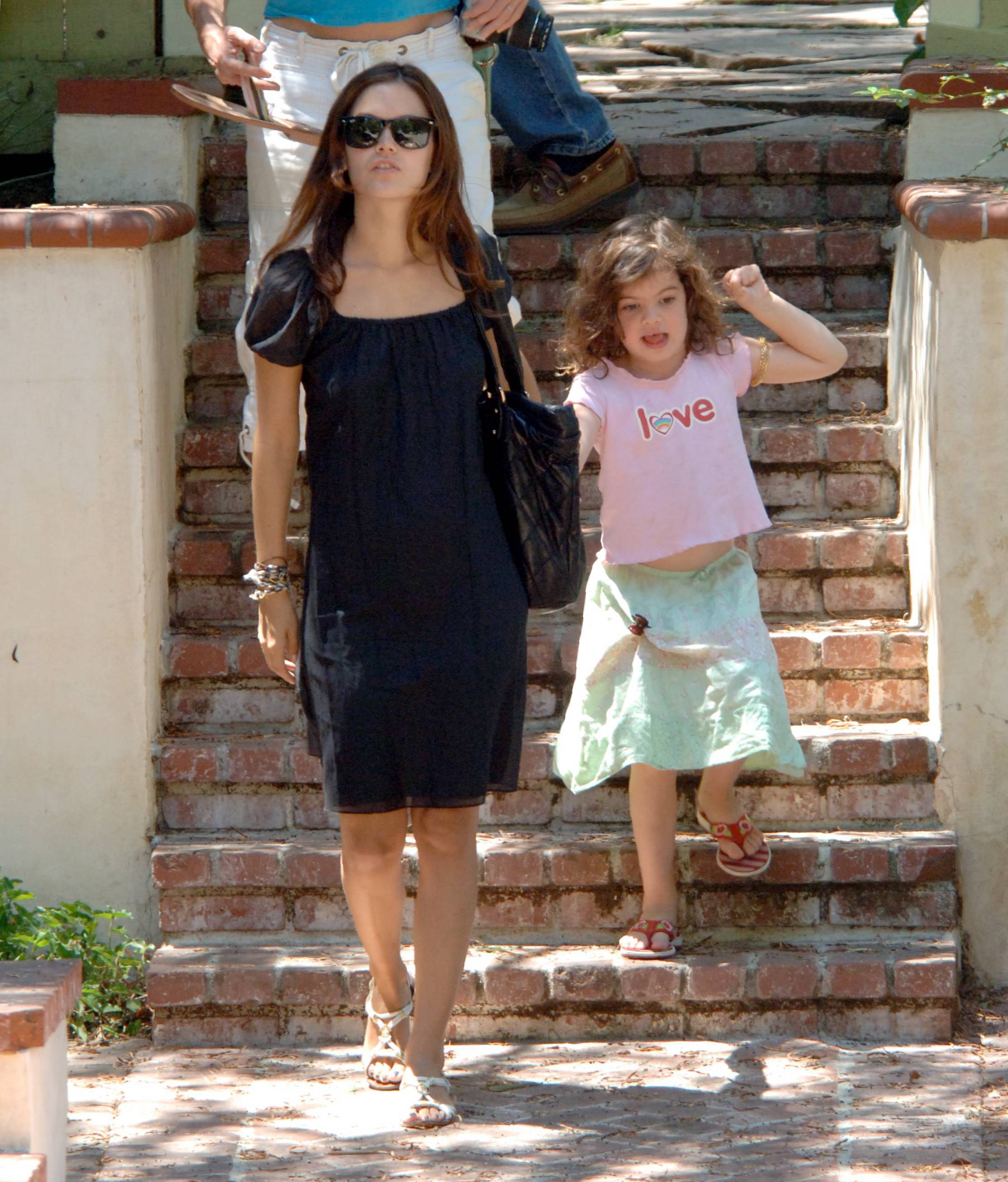 73157_Rachel_Bilson_with_her_sister_in_Hollywood_06_405lo.jpg