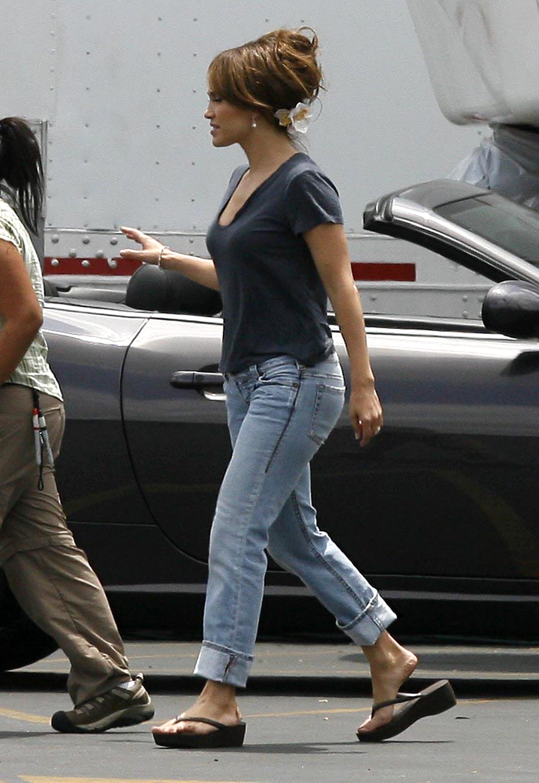 37735_Preppie_-_Jennifer_Lopez_on_The_Back-Up_Plan_set_in_Pasadena_-_June_15_2009_448_122_163lo.jpg