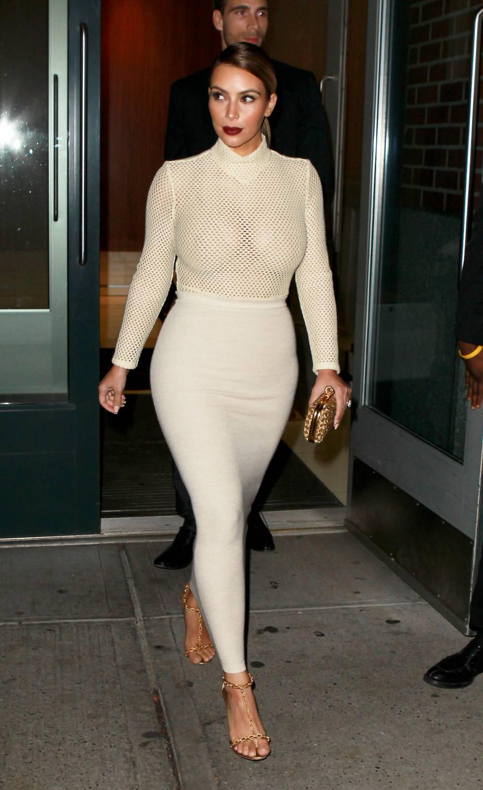 904208609_Kim_Kardashian_191113_ReSiDuO6_123_101lo.jpg