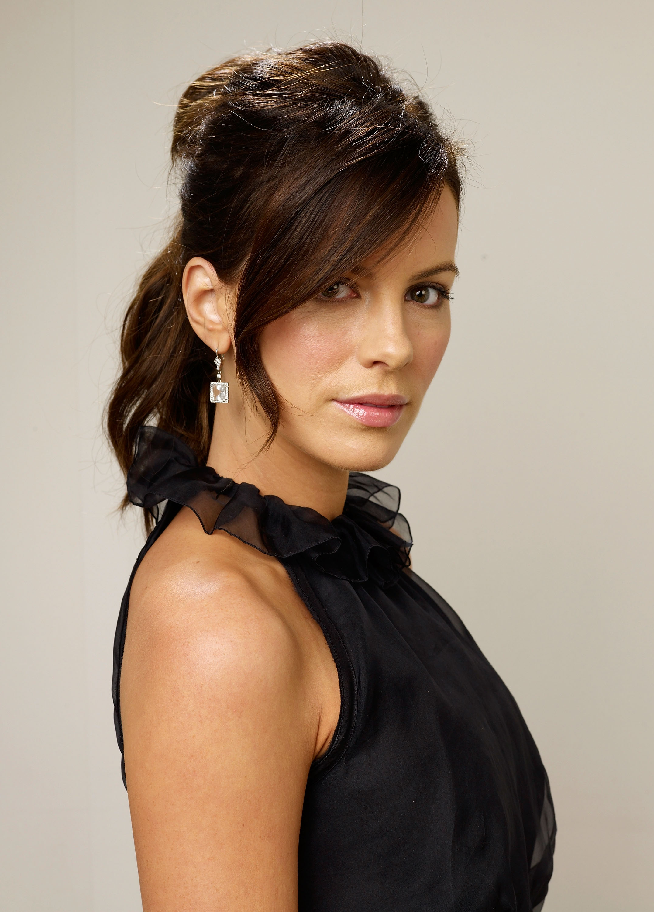 83853_Celebutopia-Kate_Beckinsale-Nothing_But_The_Truth_TIFF_2008_Portrait_Session-02_122_1039lo.jpg