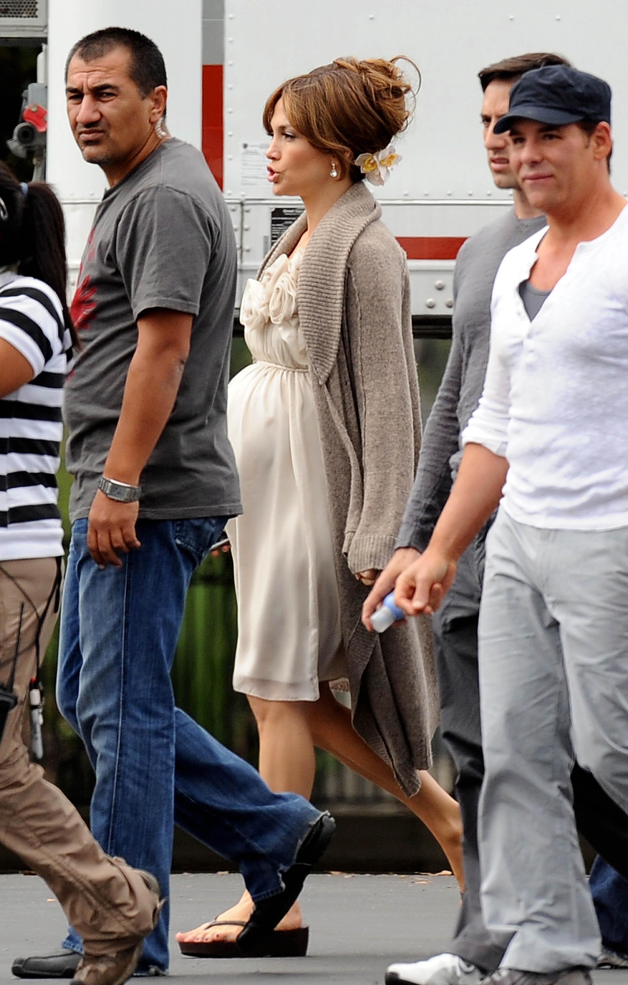 28056_Preppie_-_Jennifer_Lopez_on_The_Back-Up_Plan_set_in_L.A._-_June_15_2009_333_122_355lo.jpg