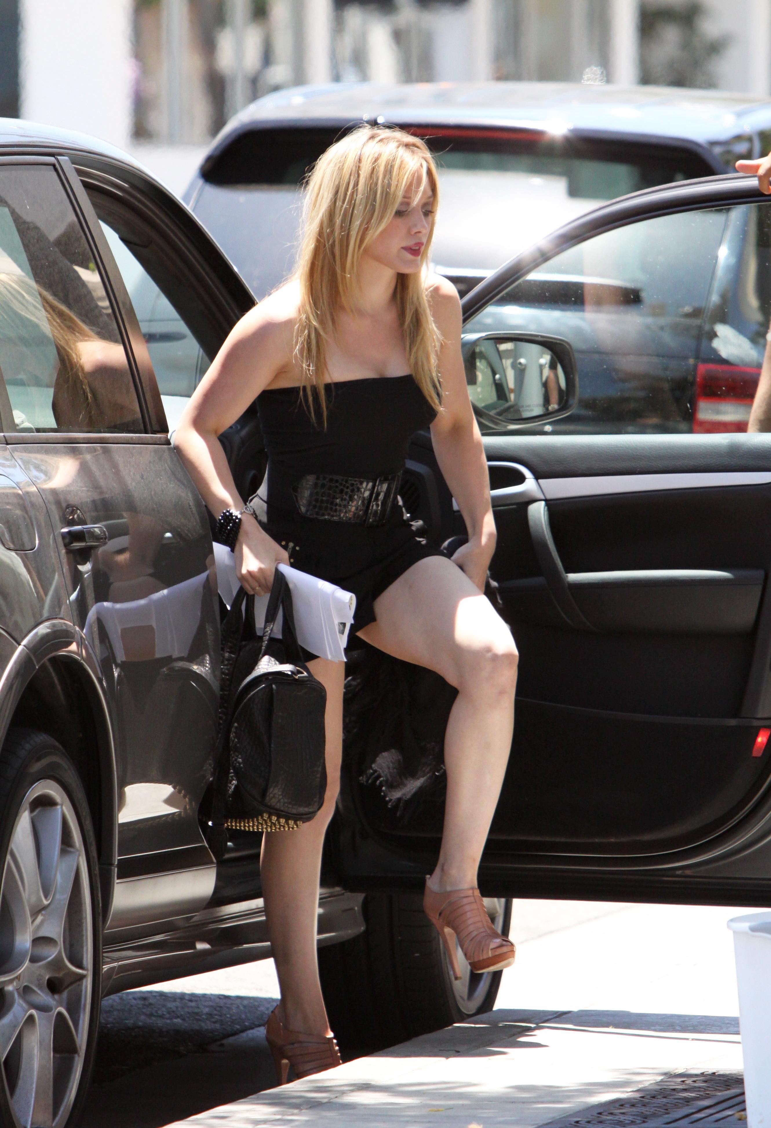 51268_Hilary_Duff_at_XIV_Karats_Ltd_in_Beverly_Hills_17_122_28lo.JPG