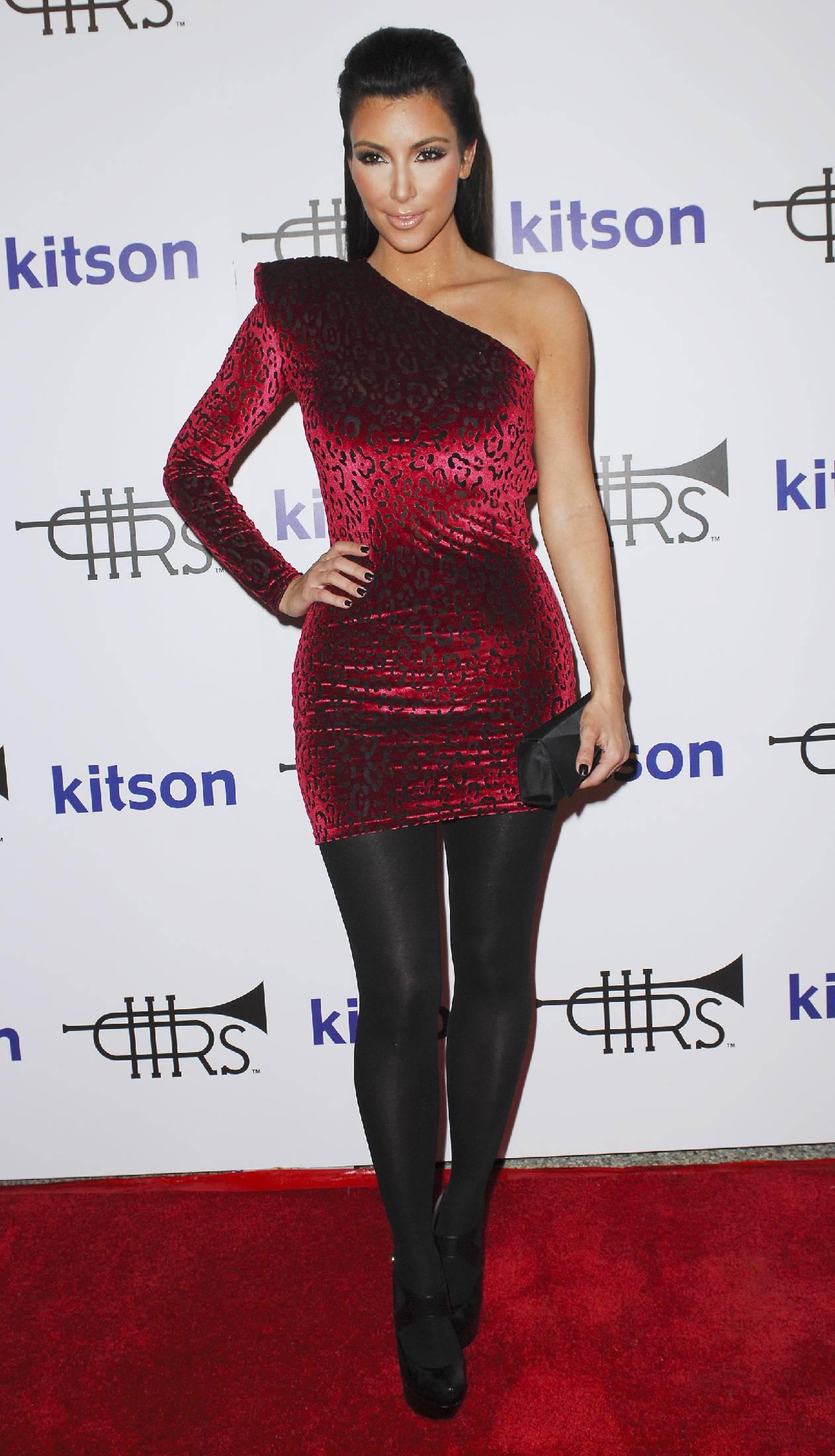 44975_Kim_Kardashian_03_122_71lo.jpg