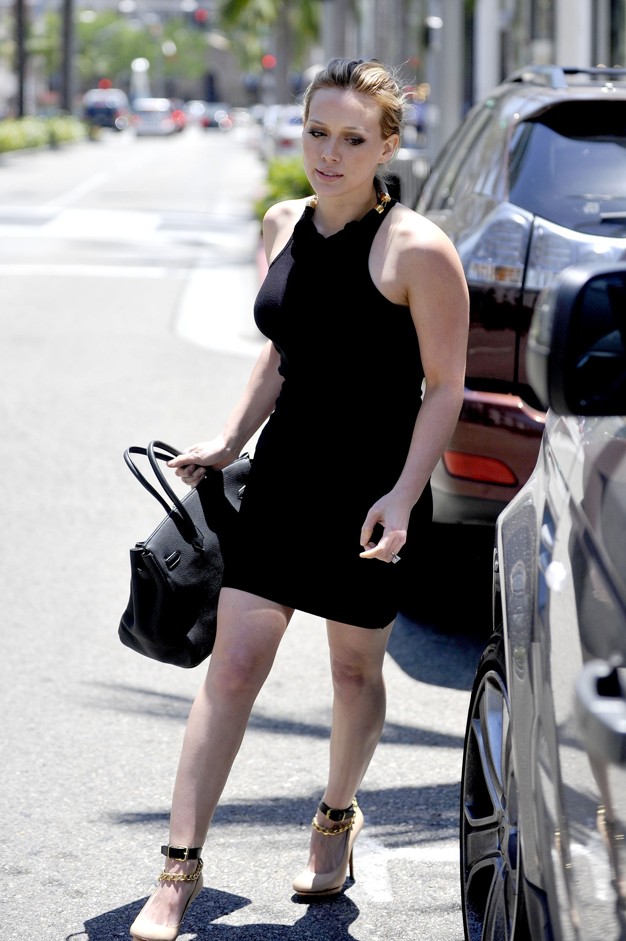 84885_Hilary_Duff_Gucci_Beverly_Hills4_122_519lo.jpg