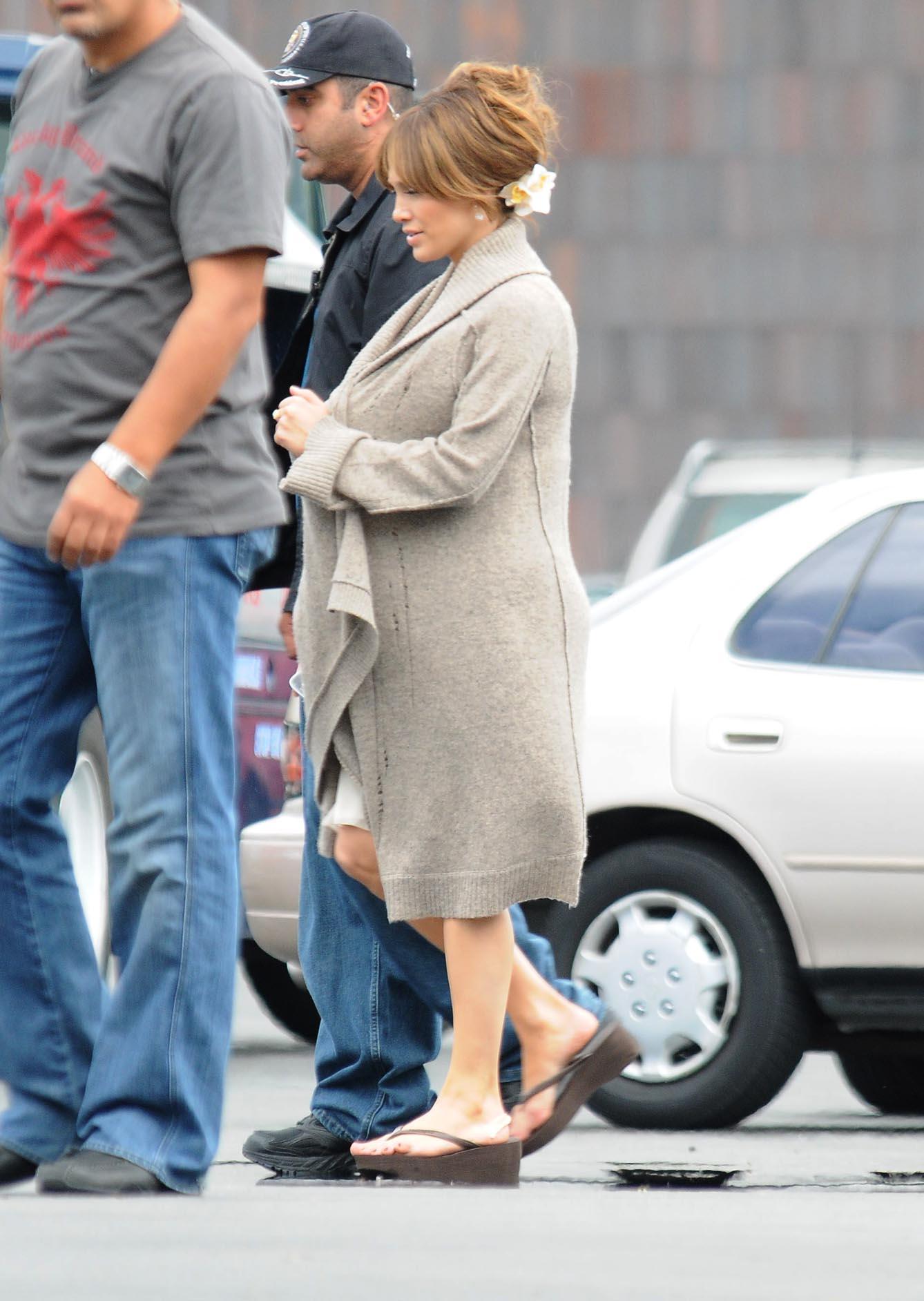 21181_Preppie_Jennifer_Lopez_on_The_Back-Up_Plan_set_in_L.A._-_June_15_2009_753_122_138lo.JPG