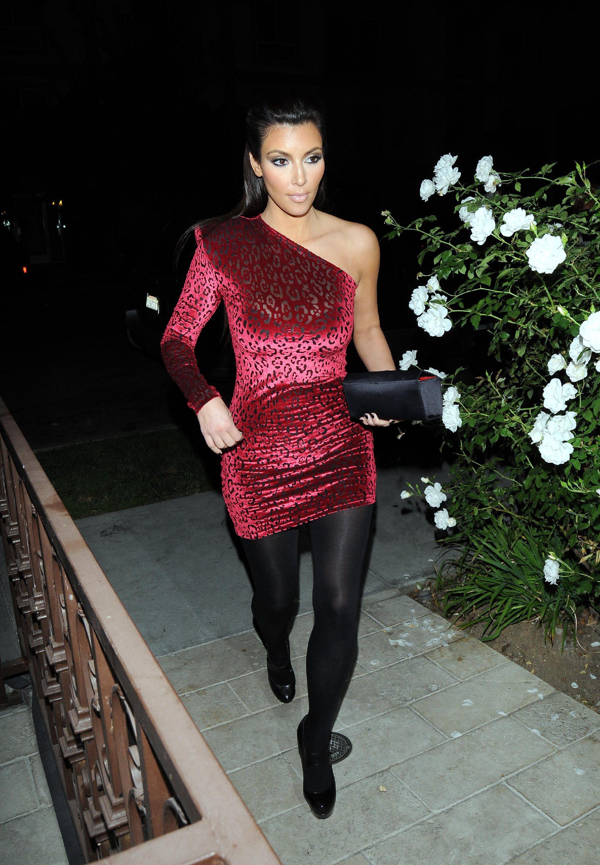 43341_Kim_Kardashian_04_122_22lo.jpg
