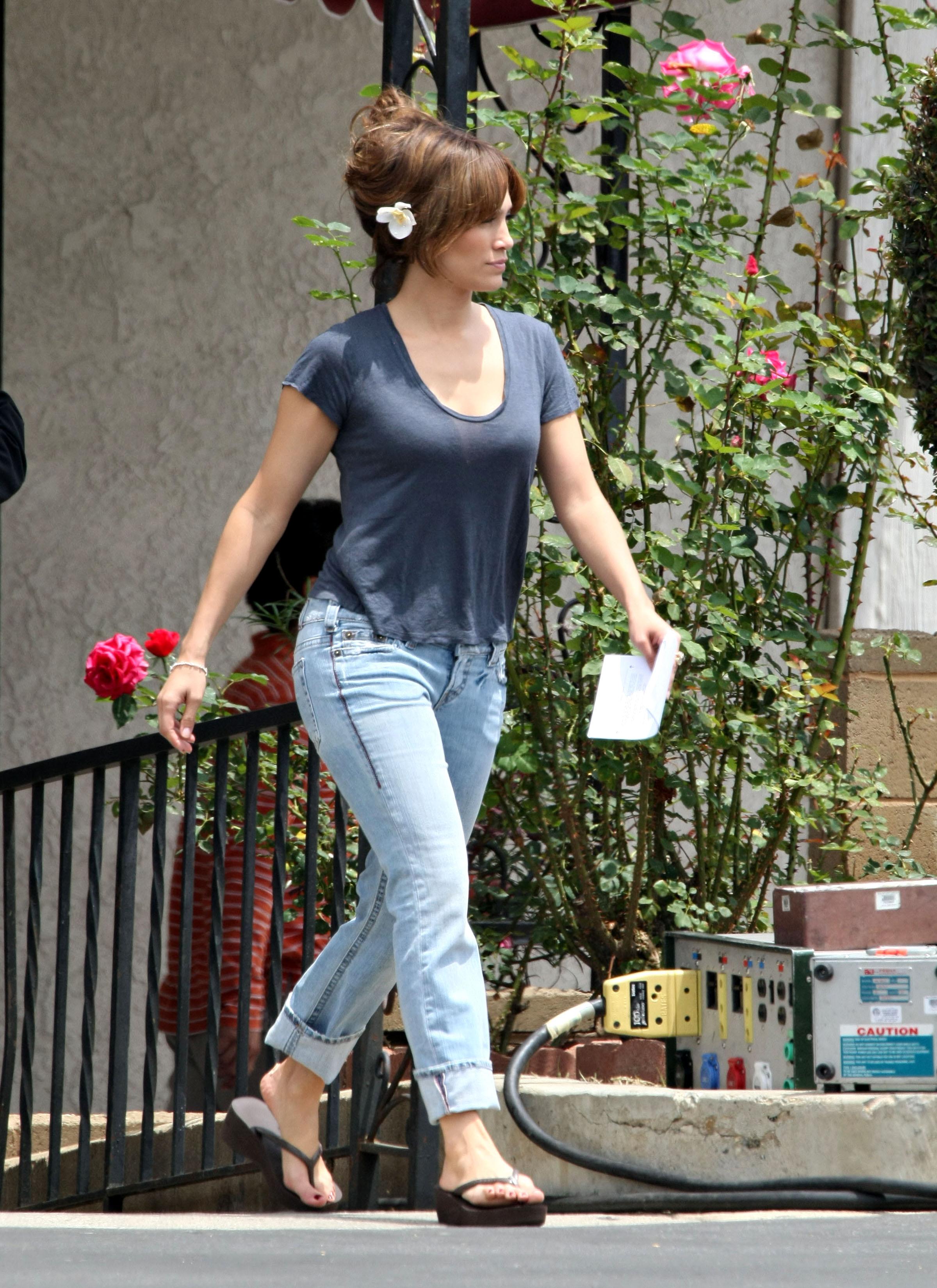 39006_Preppie_-_Jennifer_Lopez_on_The_Backup_Plan_set_in_Los_Angeles_-_June_15_2009_986_122_1070lo.jpg