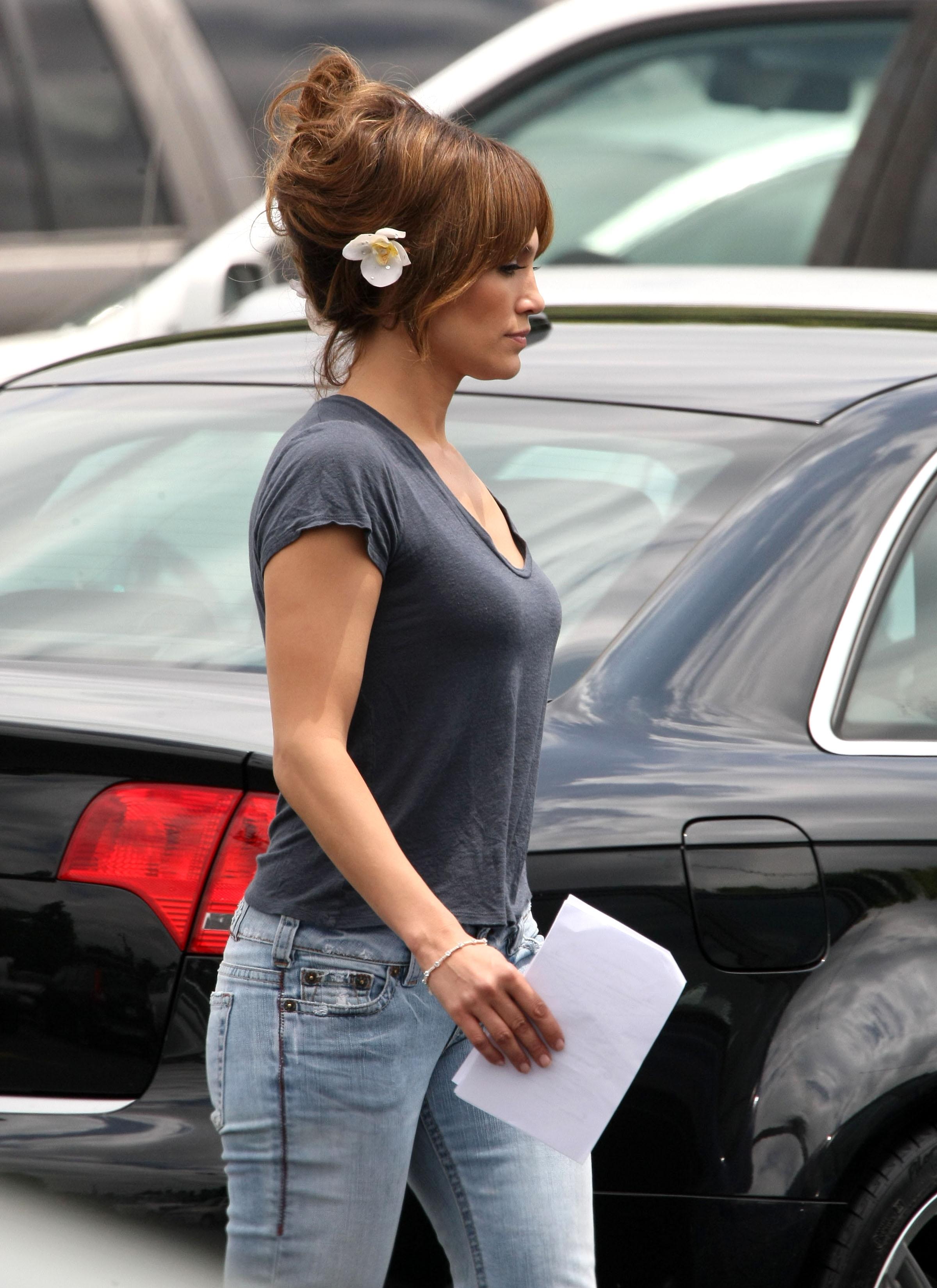 36040_Preppie_-_Jennifer_Lopez_on_The_Backup_Plan_set_in_Los_Angeles_-_June_15_2009_2101_122_150lo.jpg