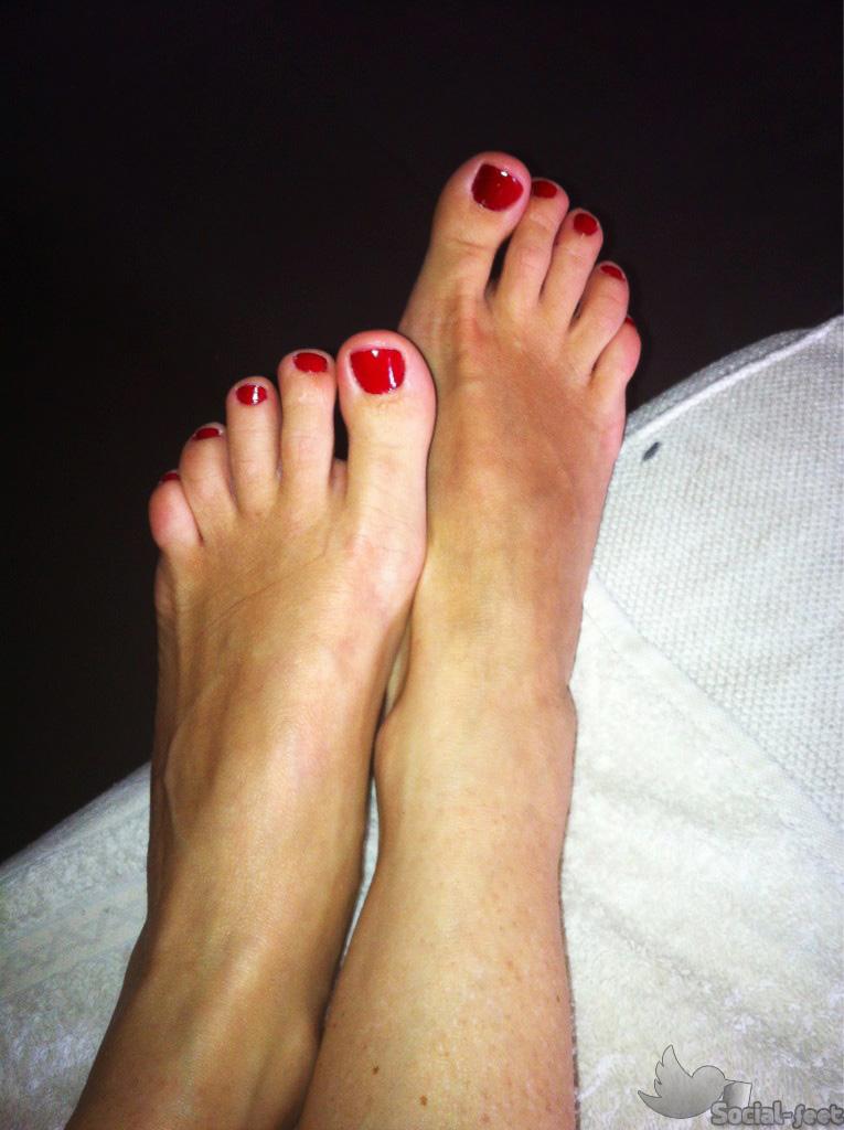 783622971_Giorgia_Luzi_Feet_71509_122_538lo.jpg