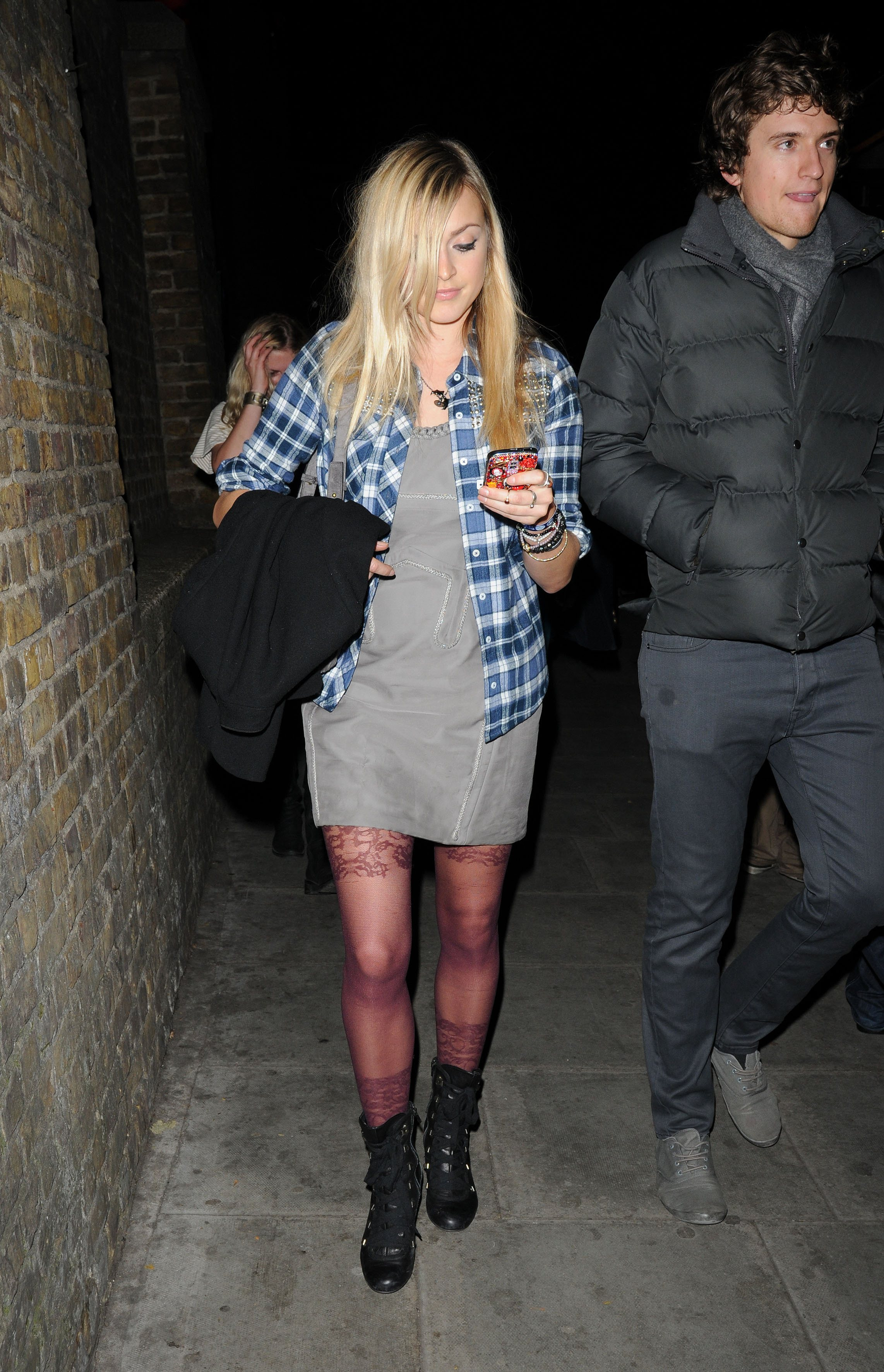 06365_Fearne_Cotton_Arrives_for_Robbie_Williams_gig_as_part_of_BBC_Electric_Proms_Festival_07_122_559lo.jpg
