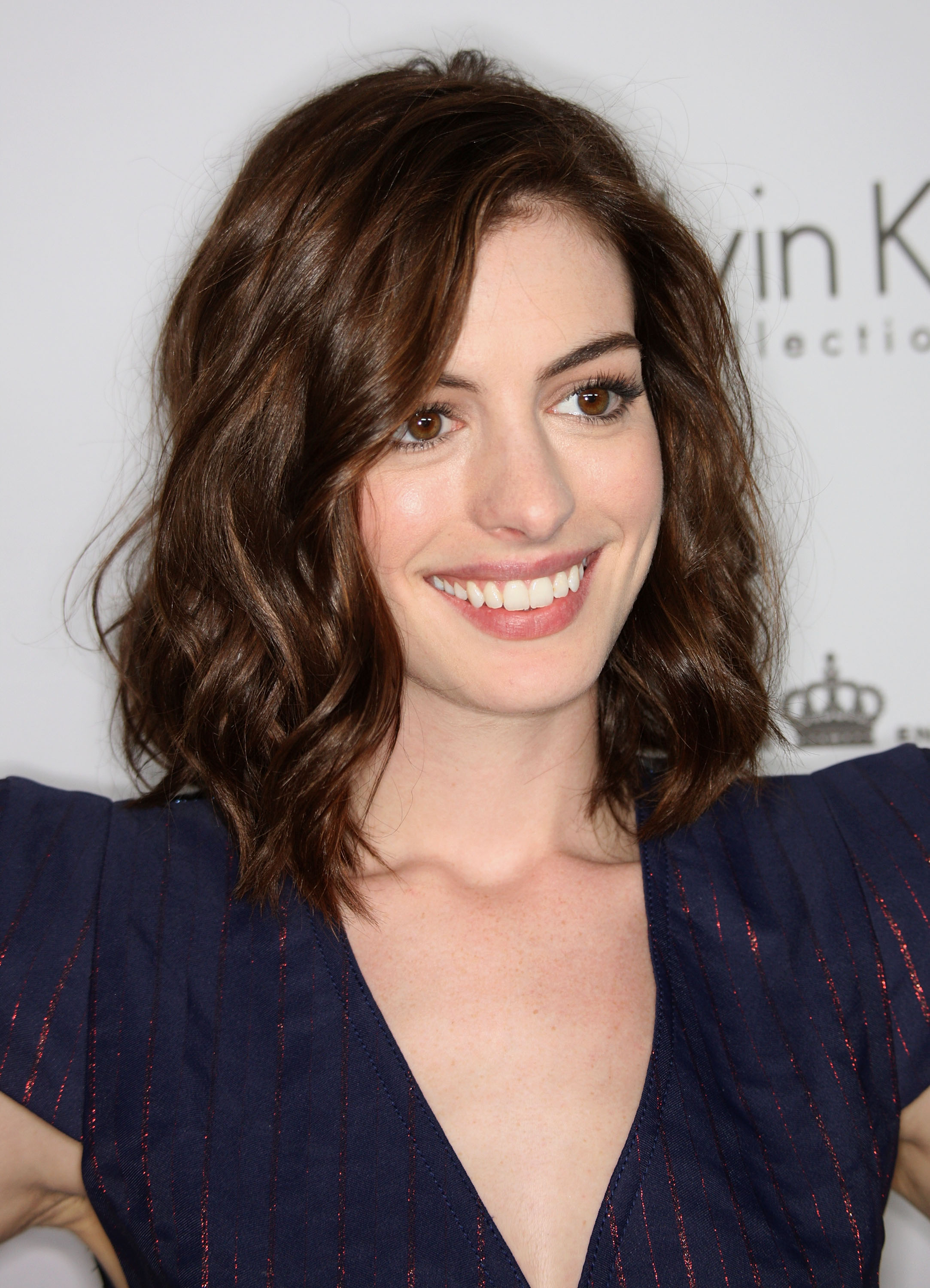 67622_Anne_Hathaway_2008-10-06_-_15th_annual_Women_In_Hollywood_Tribute_692_122_371lo.jpg
