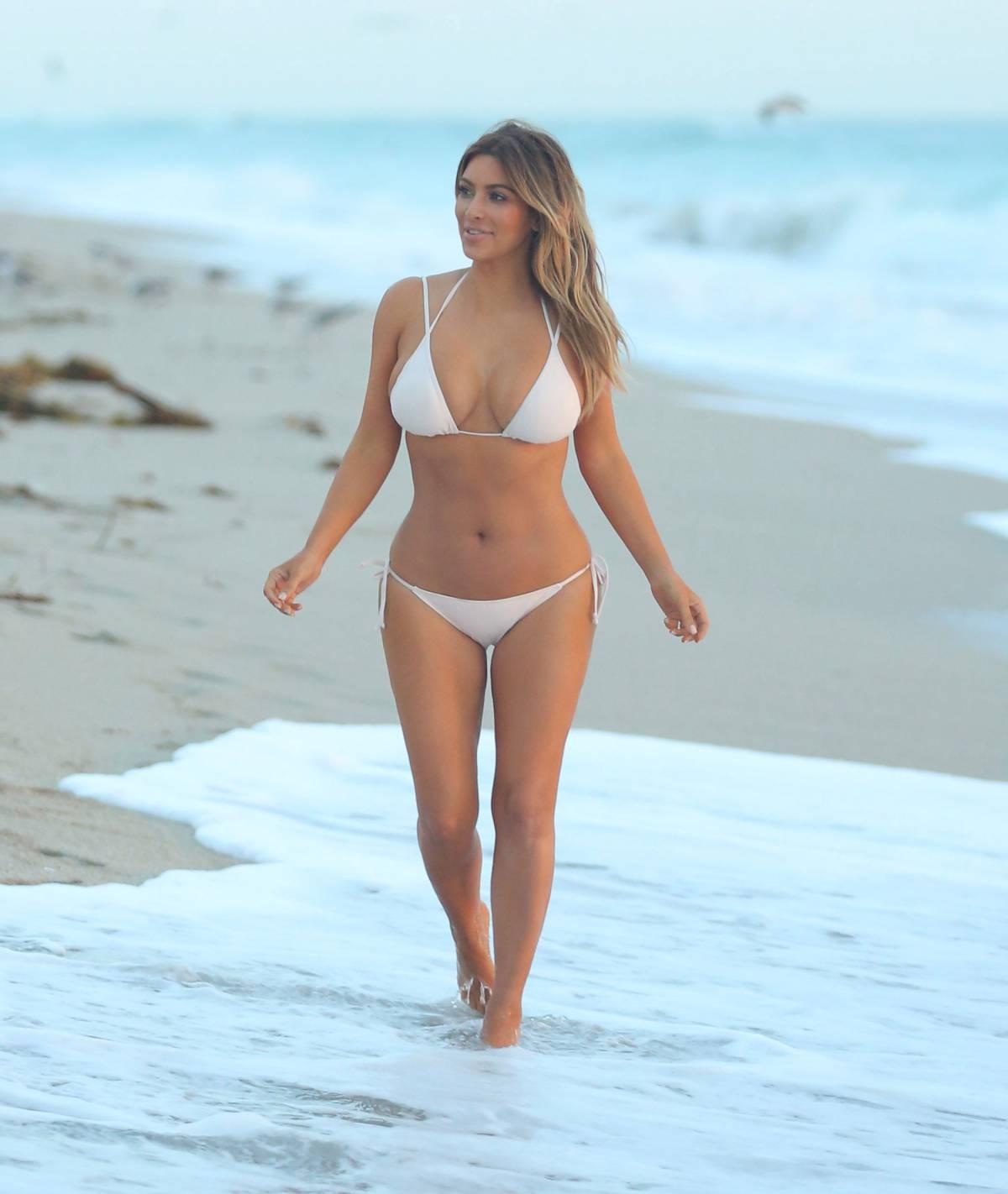 680827989_Kim_Kardashian_211213_ReSiDuO4_123_181lo.jpg