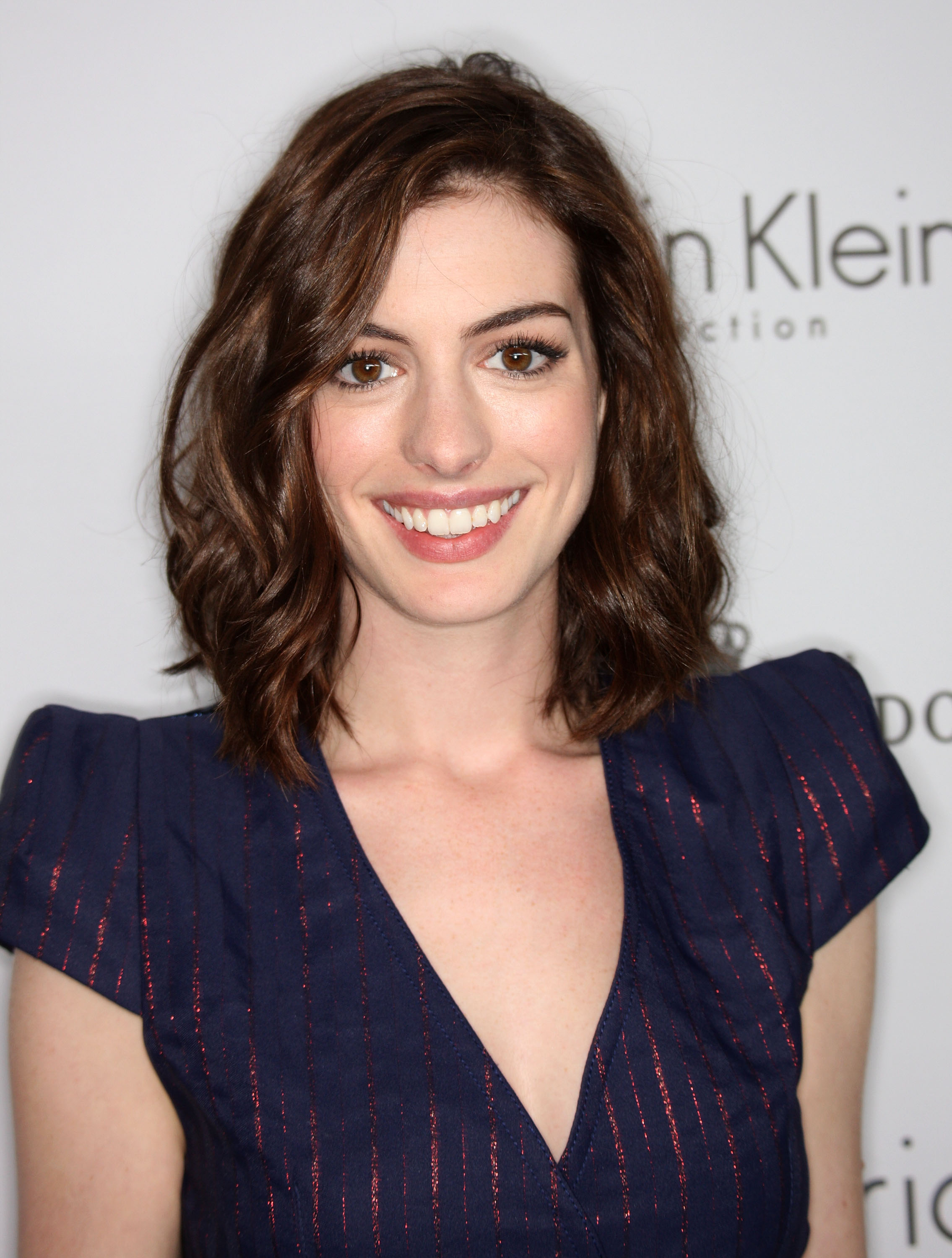 67620_Anne_Hathaway_2008-10-06_-_15th_annual_Women_In_Hollywood_Tribute_122_349lo.jpg