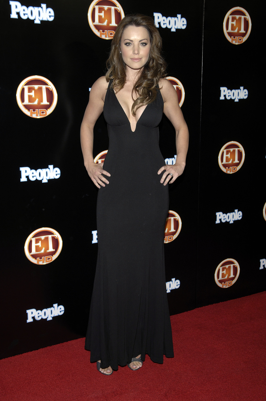 99485_Celebutopia-Erica_Durance-Entertainment_Tonight_Emmy_party-01_122_366lo.jpg