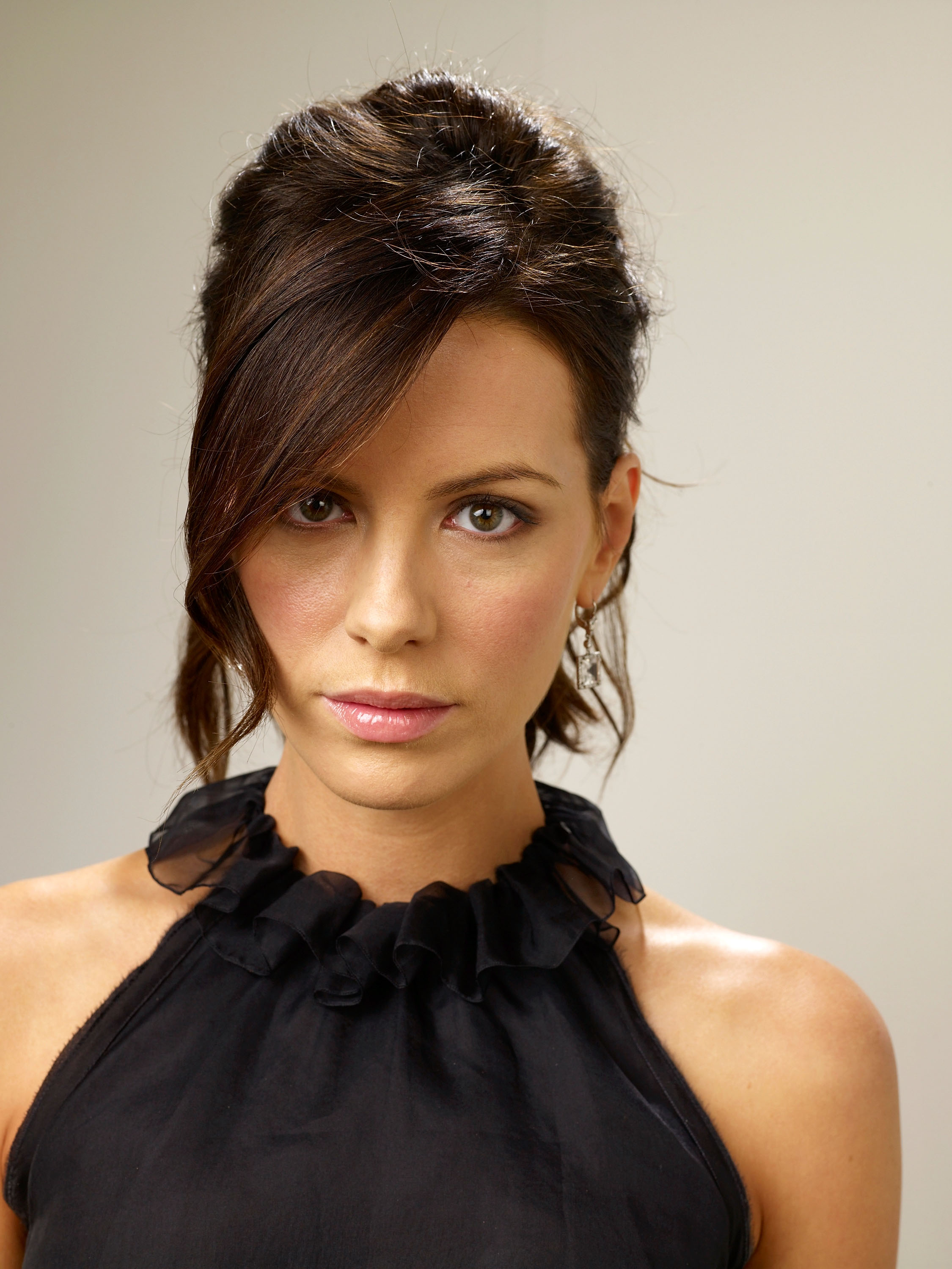 83897_Celebutopia-Kate_Beckinsale-Nothing_But_The_Truth_TIFF_2008_Portrait_Session-07_122_368lo.jpg