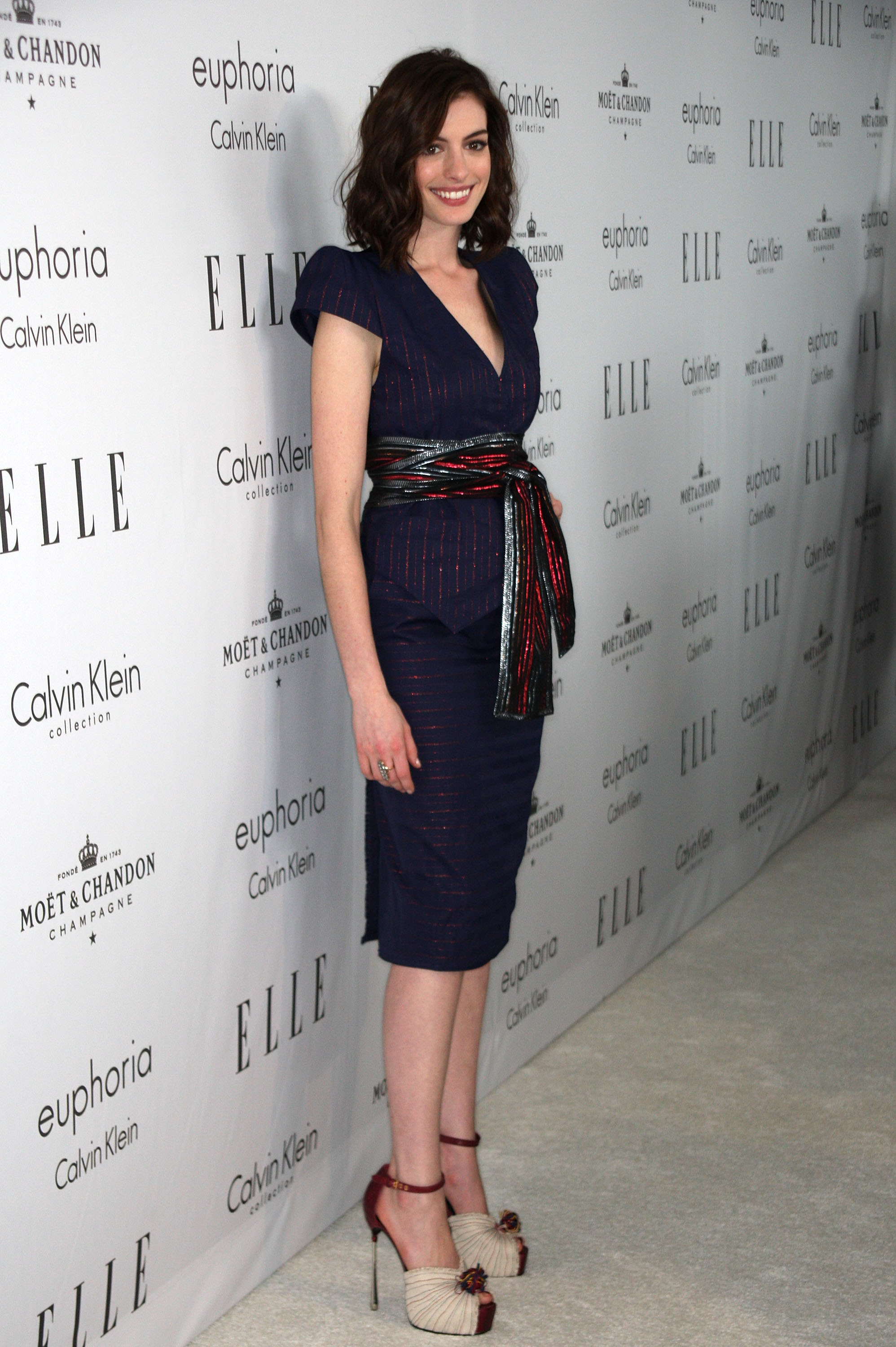 67658_Anne_Hathaway_2008-10-06_-_15th_annual_Women_In_Hollywood_Tribute_037_122_258lo.jpg