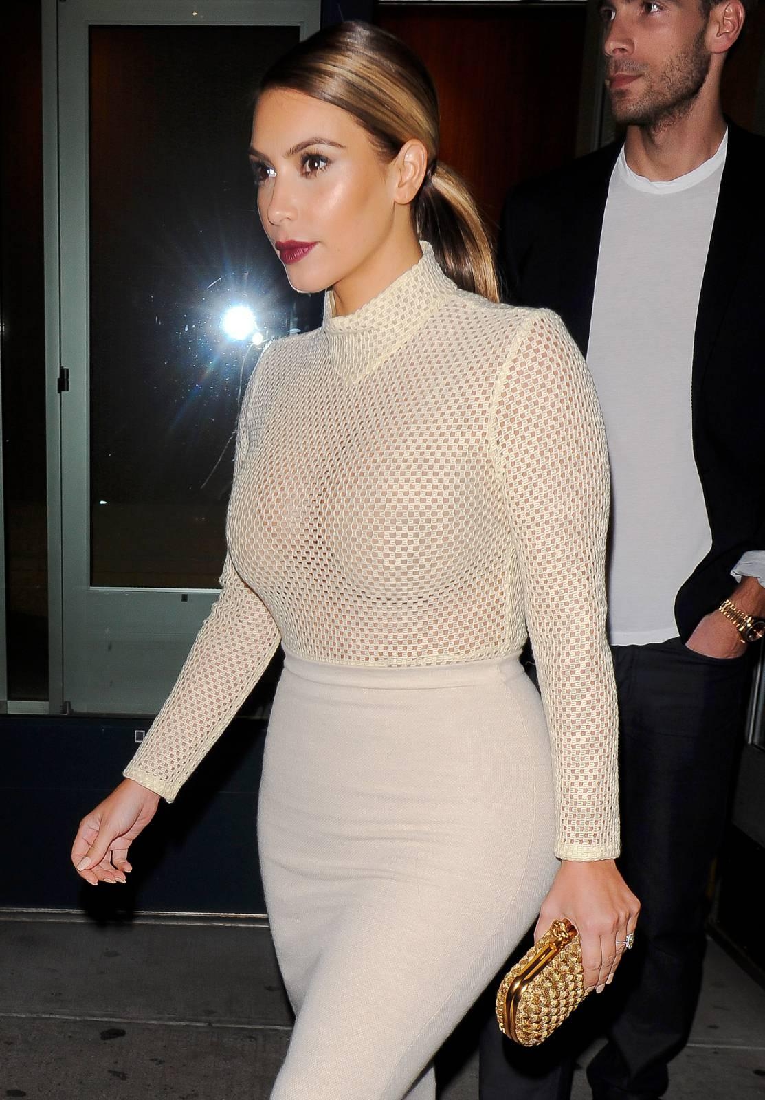 904201732_Kim_Kardashian_191113_ReSiDuO2_123_585lo.jpg