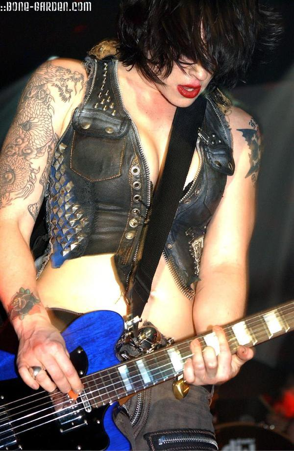 46991_Brodydalle-playingguitar-hot-leathervest_753_122_588lo.jpg