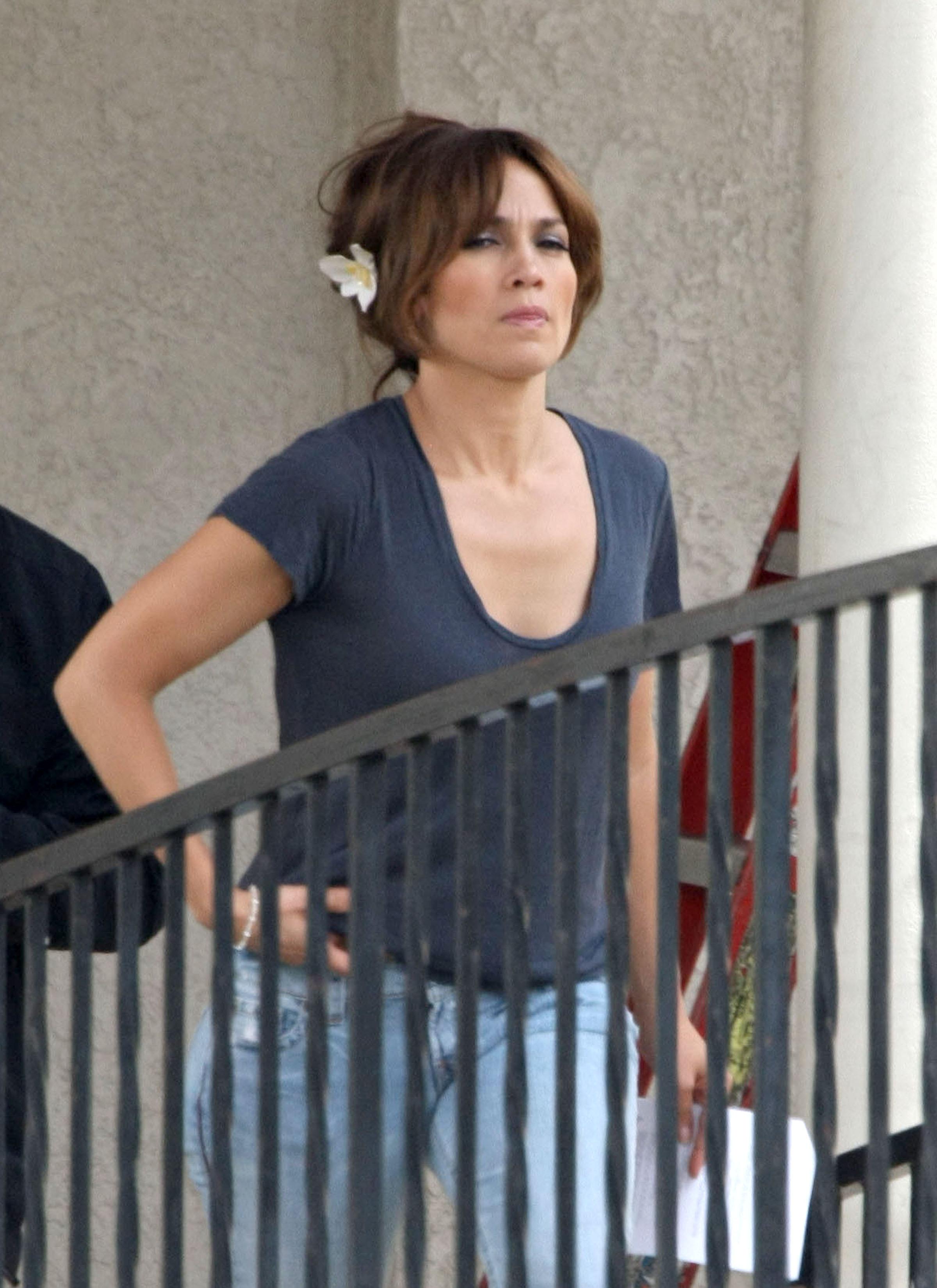 35917_Preppie_-_Jennifer_Lopez_on_The_Backup_Plan_set_in_Los_Angeles_-_June_15_2009_216_122_69lo.jpg