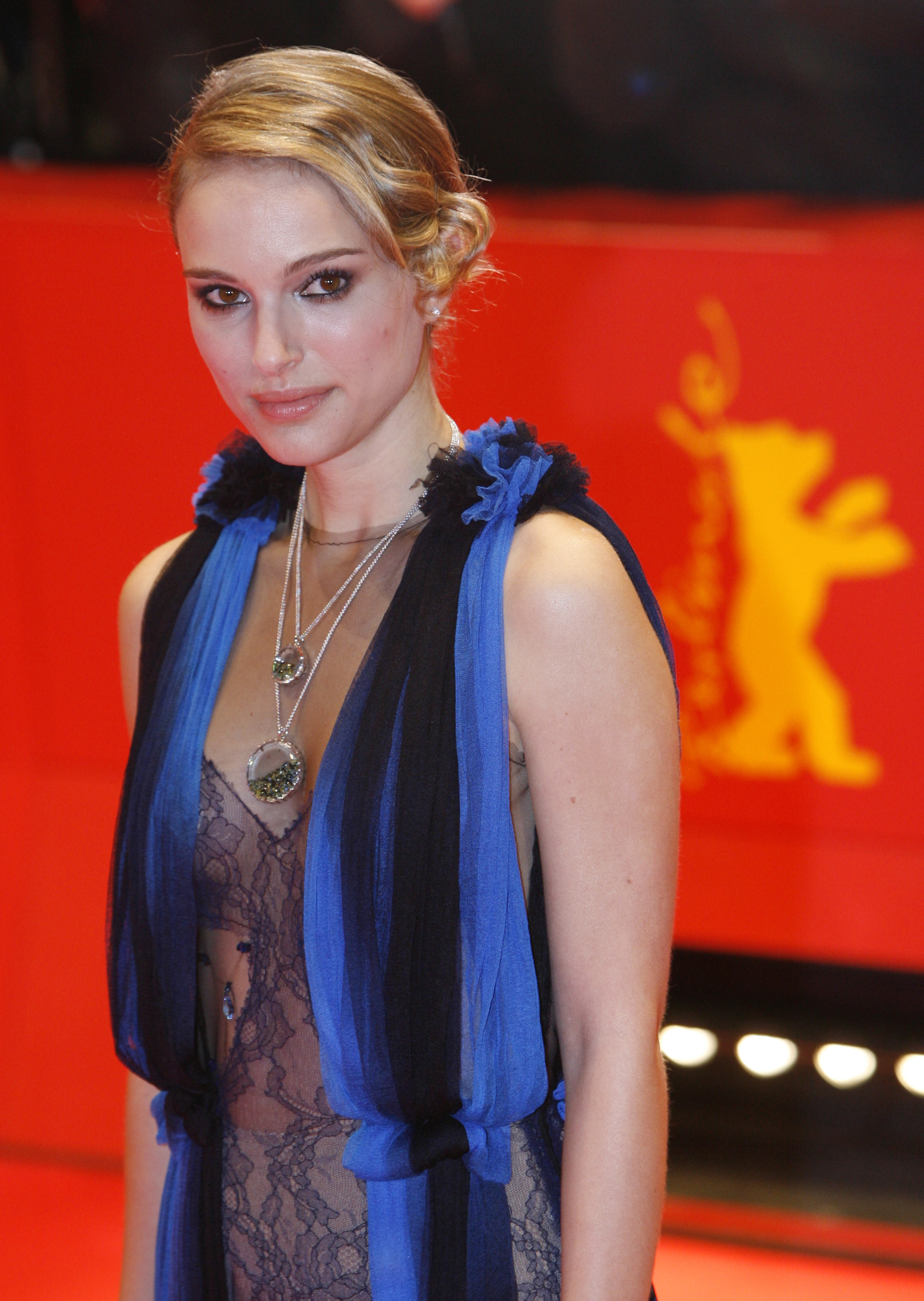 16079_Natalie_Portman-The_Other_Boleyn_Girl_Premiere_122_439lo.jpg