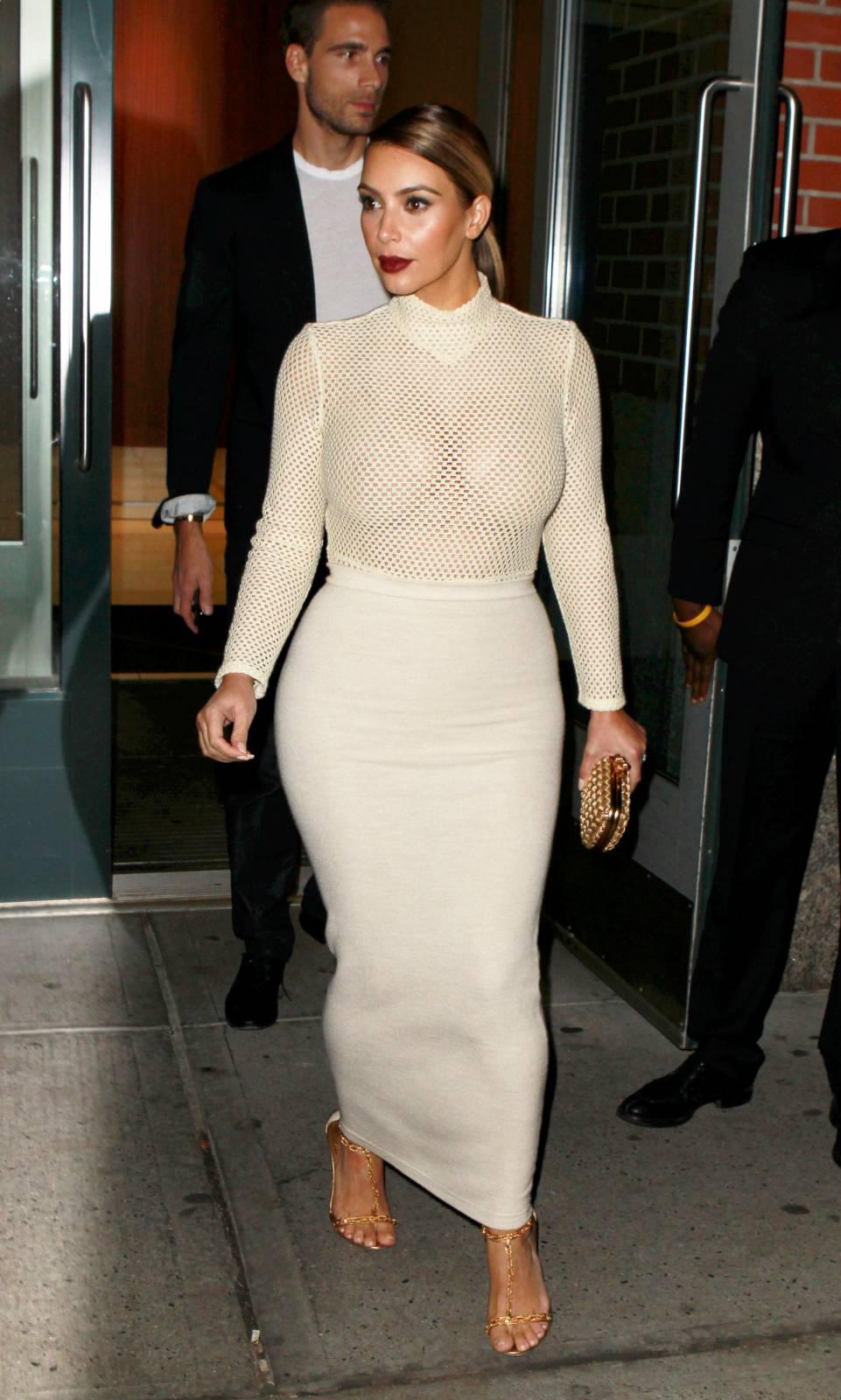 904203398_Kim_Kardashian_191113_ReSiDuO3_123_370lo.jpg