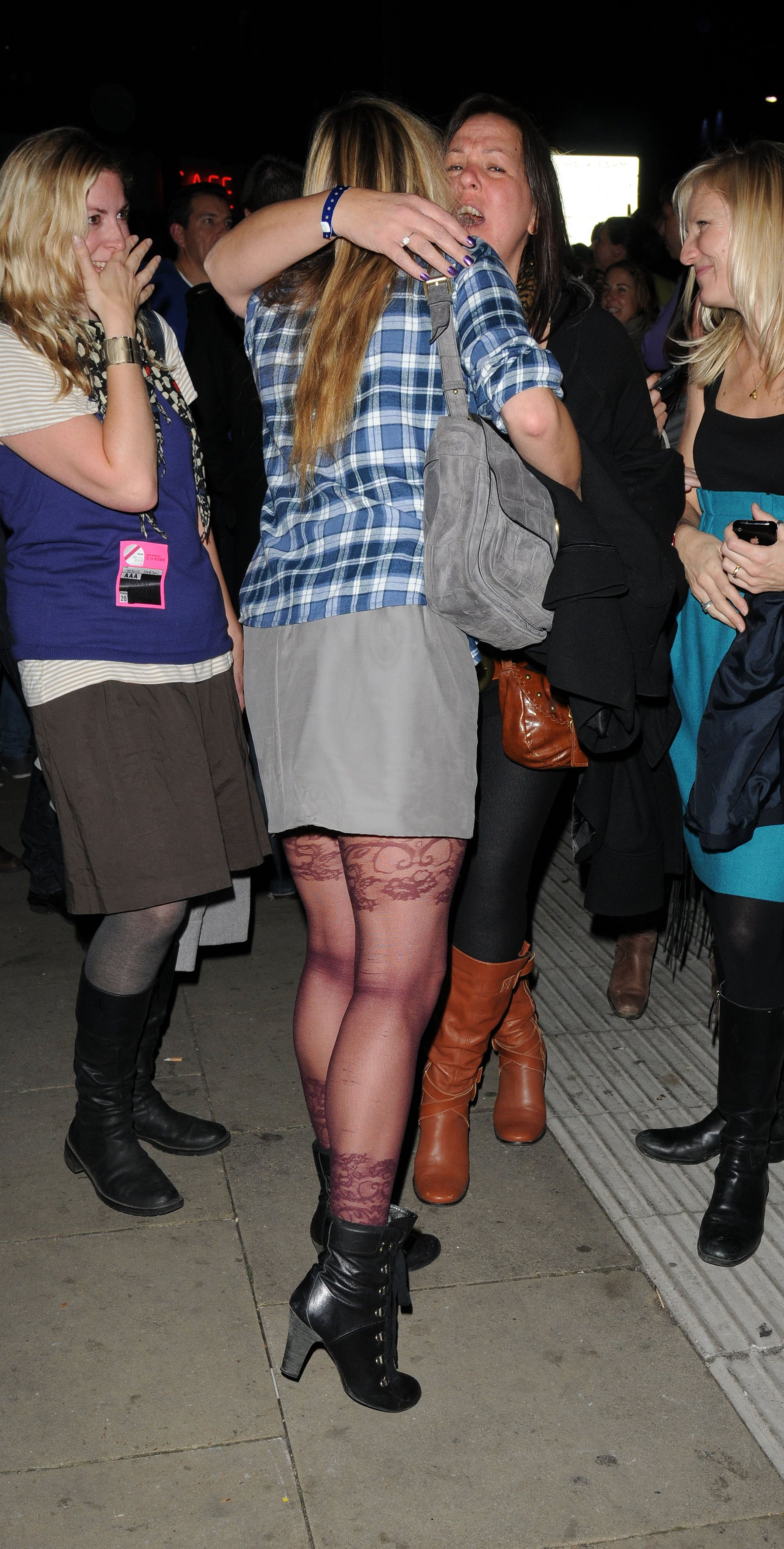 06357_Fearne_Cotton_Arrives_for_Robbie_Williams_gig_as_part_of_BBC_Electric_Proms_Festival_05_122_592lo.jpg