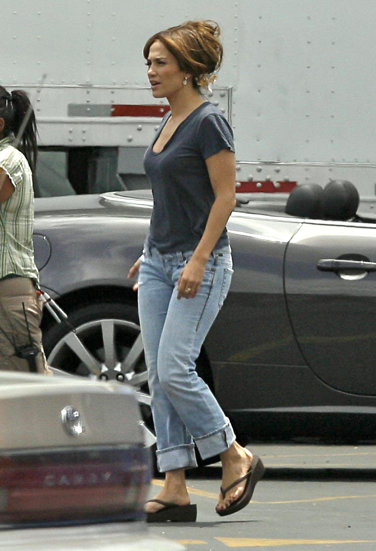 37754_Preppie_-_Jennifer_Lopez_on_The_Back-Up_Plan_set_in_Pasadena_-_June_15_2009_278_122_422lo.jpg