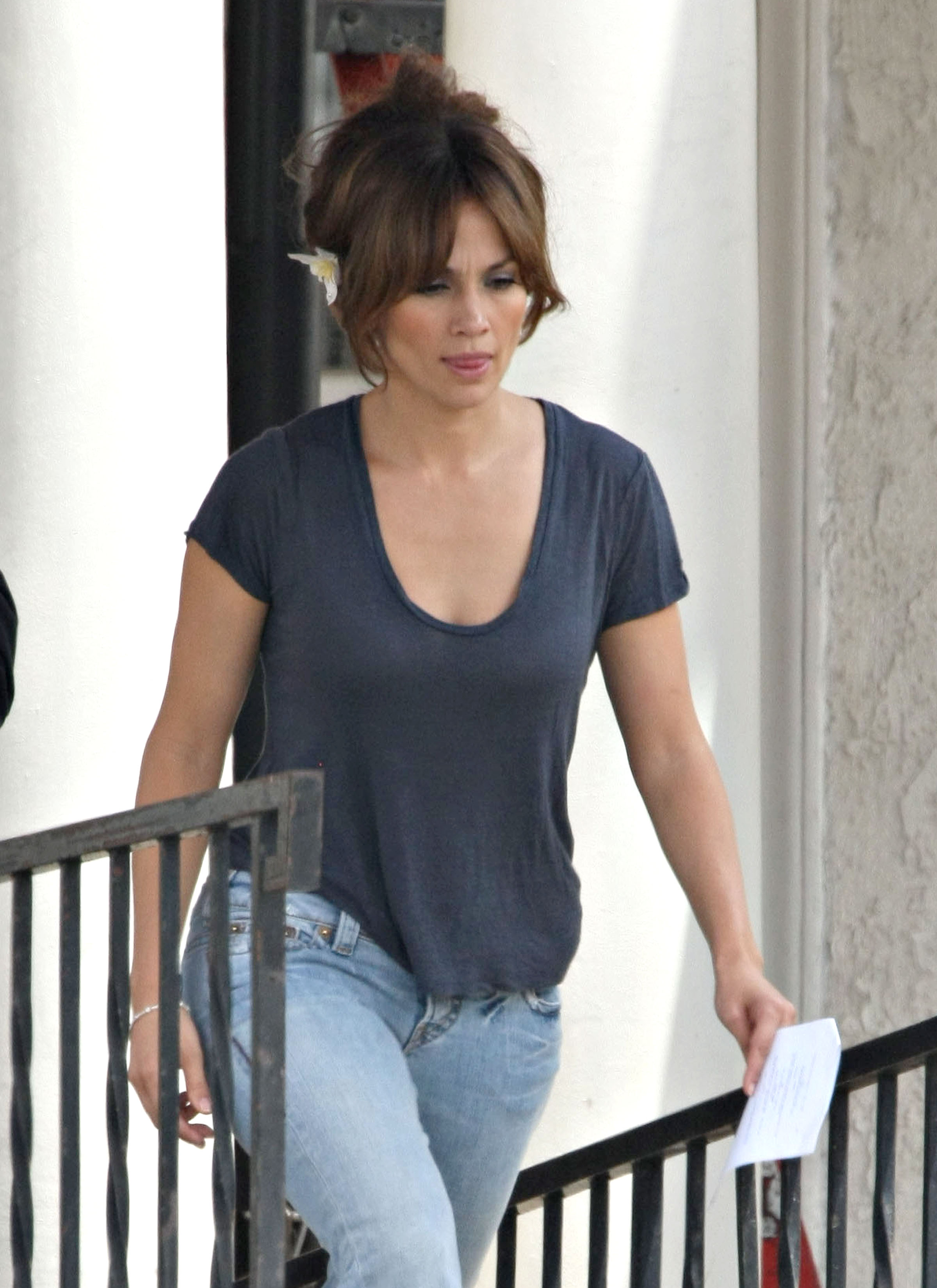 35898_Preppie_-_Jennifer_Lopez_on_The_Backup_Plan_set_in_Los_Angeles_-_June_15_2009_436_122_468lo.jpg