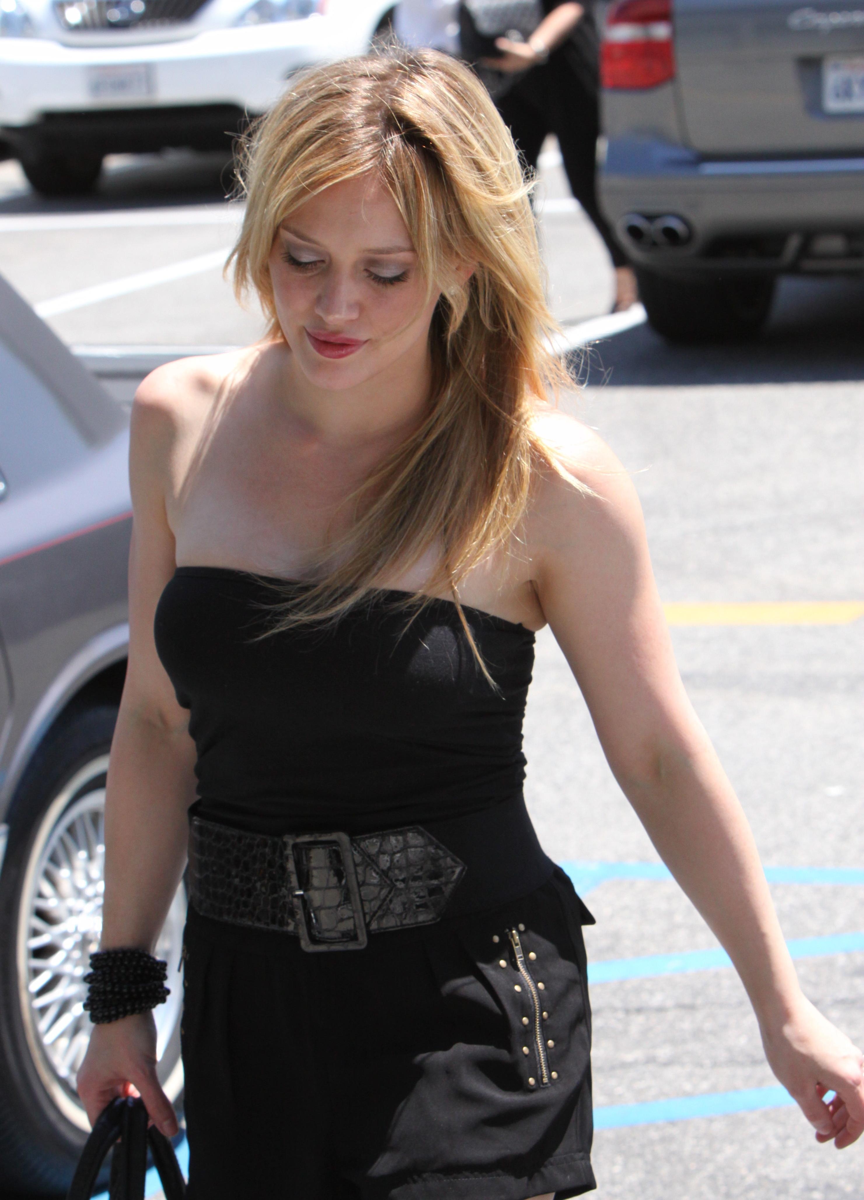 51036_Hilary_Duff_at_XIV_Karats_Ltd_in_Beverly_Hills_9_122_58lo.JPG