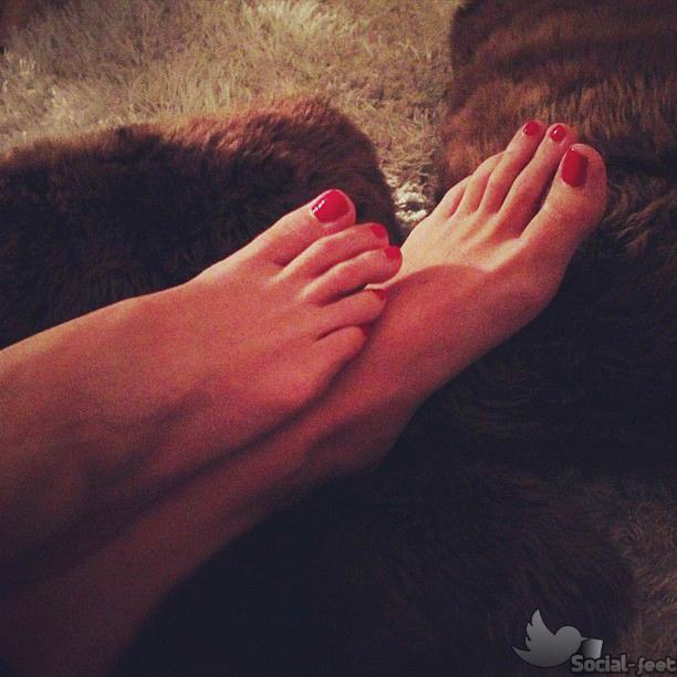 272259710_Elena_Barolo_Feet_8711822_122_233lo.jpg