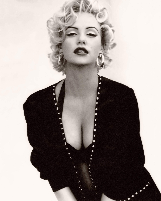 cbd_Charlize_Theron_as_Marilyn_4.jpg