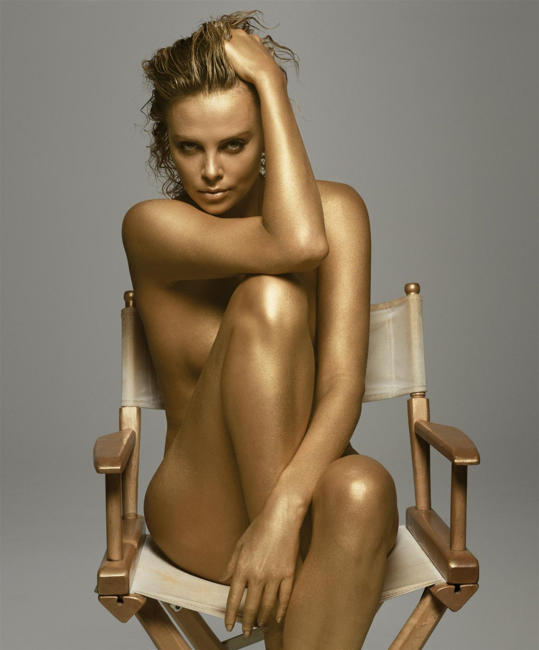 17060_Charlize_Theron_Gold_123_1151lo.jpg