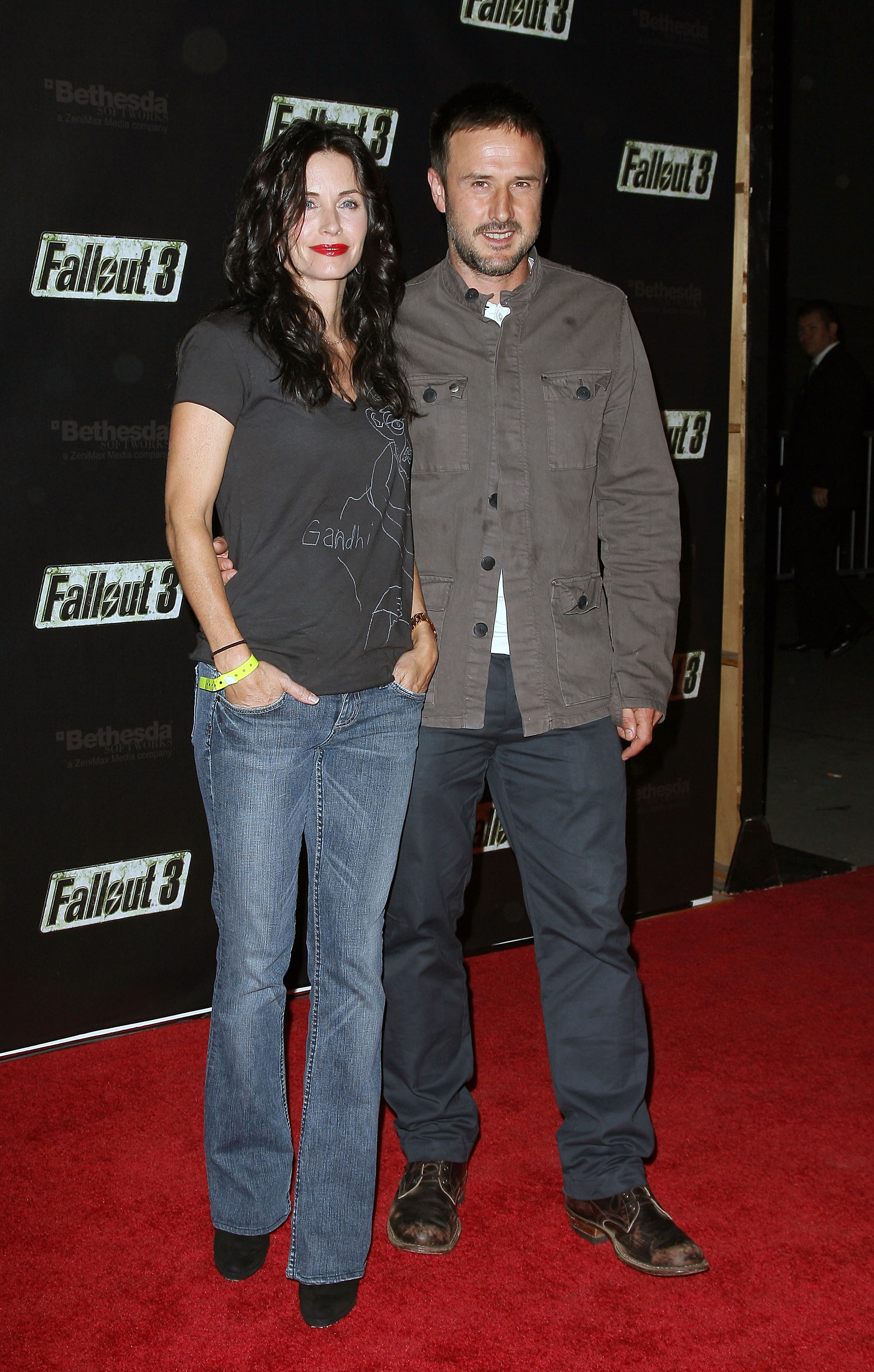 55320_Celebutopia-Courteney_Cox-Launch_Party_for_Fallout_3_videogame-02_122_435lo.jpg