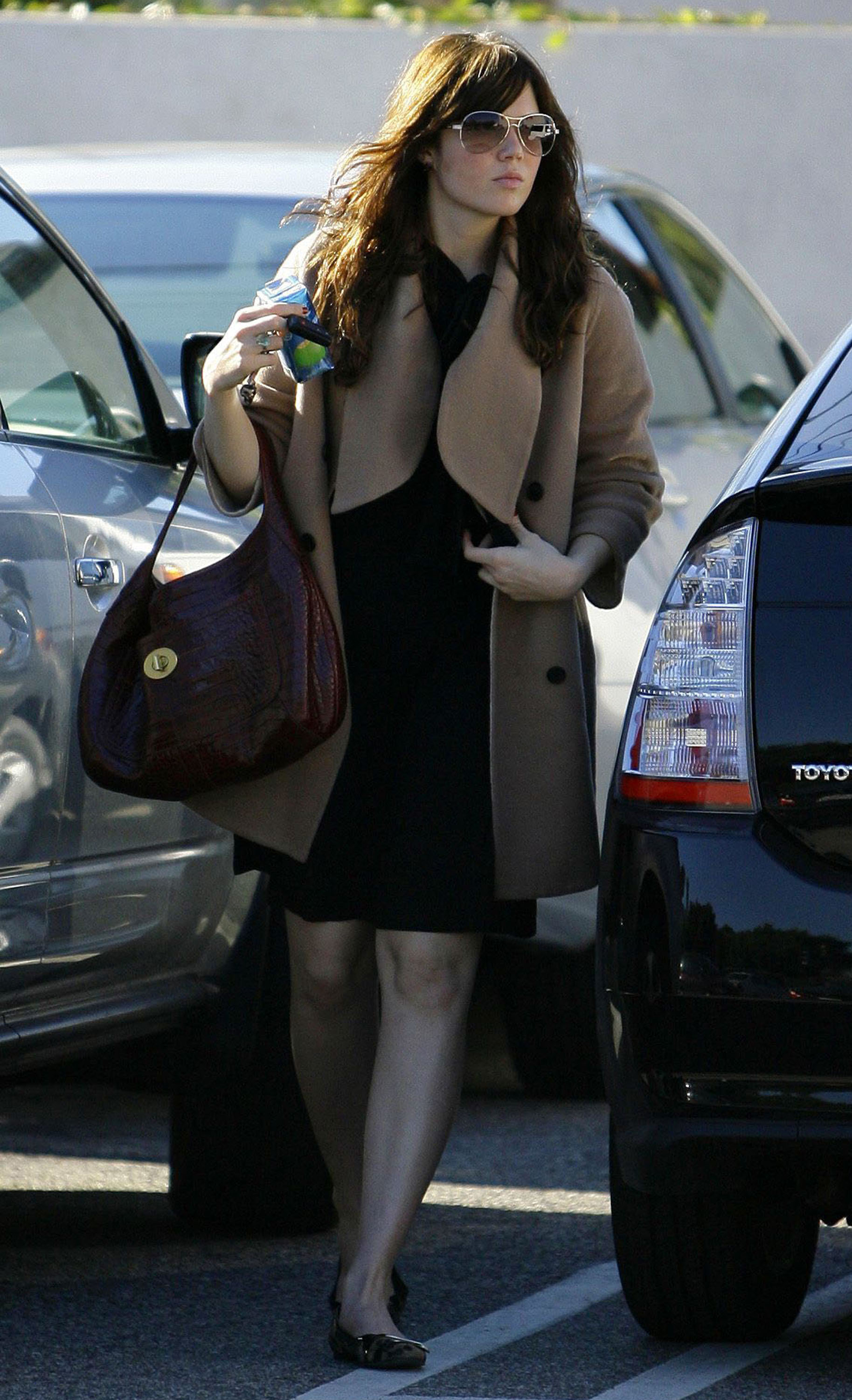 68027_celeb-city.eu_Mandy_Moore_out_and_about_in_West_Hollywood_10.12.2007_23_122_1161lo.jpg