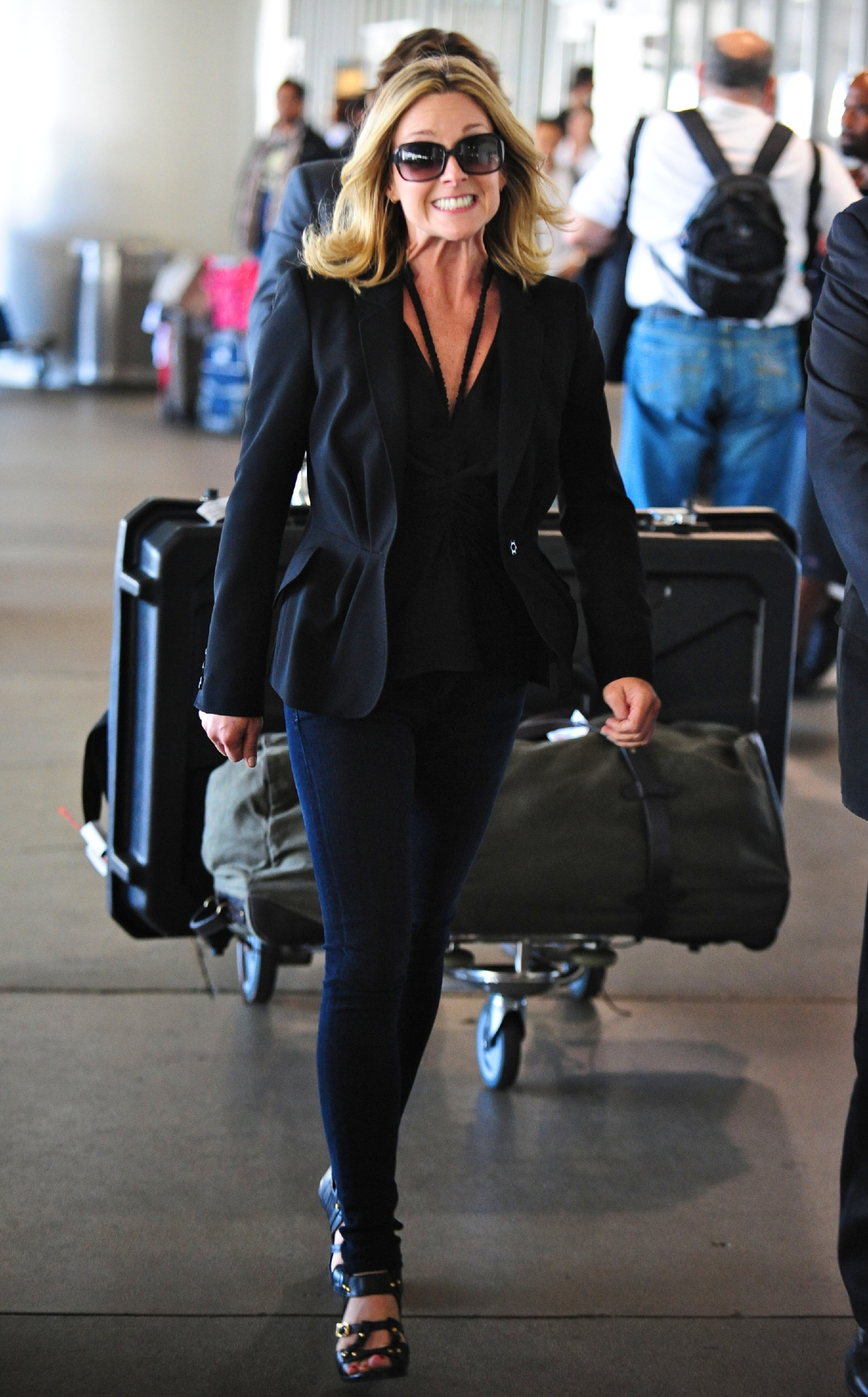 75023_Preppie_-_Jane_Krakowski_arrives_into_LAX_Airport_-_September_19_2009_036_122_171lo.jpg